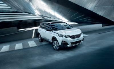 """Η διοργάνωση Company Car Today (CCT100) αναζητά τα καλύτερα αυτοκίνητα του εταιρικού καναλιού πώλησης ανά κατηγορία στην Μεγάλη Βρετανία. Τα κύρια χαρακτηριστικά που διακρίνουν ένα ποιοτικό εταιρικό αυτοκίνητο είναι, μεταξύ άλλων, το κόστος χρήσης, η τιμή, οι εκπομπές ρύπων, η αξία μεταπώλησης, το κόστος ασφάλισης και οι επιδόσεις. Η σημαντικότερη παράμετρος, ωστόσο, για να διακριθεί ένα αυτοκίνητο είναι η πλήρης ικανοποίηση του εταρικού πελάτη. Η PEUGEOT το 2019 κατάφερε να αποσπάσει δύο πολύ σημαντικές βραβεύσεις στην εν λόγω διοργάνωση. Πιο συγκεκριμένα, το SUV PEUGEOT 5008 κατέκτησε για δεύτερη συνεχή χρονιά την κορυφή στην εξαιρετικά σημαντική κατηγορία των SUV και τον τίτλο «SUV της χρονιάς», ενώ τον ίδιο τίτλο είχε αποσπάσει και το 2018, ακριβώς μετά το πρώτο του λανσάρισμα. Παράλληλα , το ΝΕΟ PEUGEOT Rifter διακρίθηκε ως το """"MPV της χρονιάς» για το 2019. Σχολιάζοντας το SUV 5008 ο αρχισυντάκτης της διοργάνωσης, Paul Barker δήλωσε τα εξής: «Το SUV 5008 έχει εξαιρετική πορεία, αφού συνδυάζει στυλ και πρακτικότητα με την χαμηλή εκπομπή ρύπων και τα ελάχιστα κόστη χρήσης. Αποτελεί μία καλή απεικόνιση του πόσο μακριά έχει φτάσει η PEUGEOT με τα τελευταία της προϊόντα και αξίζει στο έπακρο το βραβείο του καλύτερου SUV για το 2019». Στρέφοντας την προσοχή του στο πρόσφατα λανσαρισμένο PEUGEOT Rifter ο κ. Barker συνέχισε, λέγοντας: «Το ολοκαίνουριο Rifter θέτει νέα standards για την πρακτικότητα και την μετακίνηση. Είναι ένα αυτοκίνητο που προσφέρει τεράστιες δυνατότητες χώρου φόρτωσης, δυνατότητα και 7-θέσιας διάταξης και εξαιρετικά χαμηλό κόστος χρήσης. Είναι μία καταπληκτική νέα άφιξη στην κατηγορία του». Τόσο το PEUGEOT SUV 5008, όσο και το ολοκαίνουριο Rifter διατίθενται με κινητήρες βενζίνης και πετρελαίου προδιαγραφών Euro 6,2, οι οποίοι προσφέρουν πολύ χαμηλές εκπομπές ρύπων και κατ' επέκταση εντυπωσιακή οικονομία καυσίμου και χαμηλή φορολογία."""