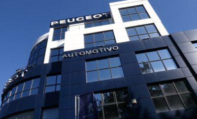 Η PEUGEOT Automotivo, επίσημος διανομέας και επισκευαστής της PEUGEOT, κατέκτησε την κορυφή των πωλήσεων της Γαλλικής μάρκας το 2018 σε όλο το δίκτυο με την πρωτιά στις πανελλαδικές ταξινομήσεις. Ουσιαστικά, ο διανομέας διακρίθηκε για τις άριστες επιδόσεις του σε ένα δίκτυο 43 σημείων ανά την Ελλάδα. Μπορεί οι διεθνείς, αλλά και οι πανελλήνιες επιτυχίες της Peugeot να έχουν διαμορφώσει την προτίμηση των Ελλήνων καταναλωτών, αλλά είναι ιδιαίτερα σημαντικές και οι επιμέρους επιδόσεις ,που επιτυγχάνονται στην ελληνική αγορά. Με εξαιρετικές επιδόσεις τόσο στα επιβατικά όσο και στα επαγγελματικά αλλά και στις εταιρικές πωλήσεις, καθώς και στην επισκευή αυτοκινήτων και τα ανταλλακτικά, η PEUGEOT Automotivo διακρίθηκε για την εμπιστοσύνη που της έδειξαν οι πελάτες της δημοφιλούς γαλλικής μάρκας. Σύμφωνα με τον Διευθύνοντα Σύμβουλο της Automotivo κ. Θωμά Τρομπούκη «η πρωτιά σημαίνει ότι η PEUGEOT Automotivo διαθέτει τους απαραίτητους πόρους και τα εργαλεία, ώστε να αντιστέκεται επιτυχώς στις δύσκολες οικονομικά συγκυρίες, κατέχουσα βαθιές ρίζες στη συνείδηση του αγοραστικού κοινού. Αυτό της επιτρέπει να ξεπερνά τις πρόσκαιρες δυσκολίες, έχοντας κατακτήσει την εμπιστοσύνη των πελατών, με συνεχή βελτίωση των υπηρεσιών της και αναβάθμιση των λειτουργικών της διαδικασιών». Η PEUGEOT Automotivo με παρουσία στον χώρο του αυτοκινήτου από το 1992, προσφέρει διαρκή και αξιόπιστη παροχή υπηρεσιών υψηλών προδιαγραφών τόσο σε επίπεδο πωλήσεων, όσο και σε επίπεδο εξυπηρέτησης μετά την πώληση. Η φιλοσοφία της Automotivo βασίζεται στη σωστή και ειλικρινή αντιμετώπιση των πελατών. Ο διανομέας έχει αναπτύξει το δίκτυο καταστημάτων του σε Χαλάνδρι (Λεωφόρος Κηφισίας 278) και Γέρακα (οδός Καστοριάς 15) και στοχεύει στη συνεχή βελτίωση των υπηρεσιών του για την άριστη εξυπηρέτηση των πελατών. Με αφορμή την πρωτιά, η PEUGEOT Automotivo μέχρι 16 Φεβρουαρίου 2019 προσφέρει στο αγοραστικό κοινό, 2 service Δωρεάν με την αγορά καινούριου αυτοκινήτου PEUGEOT.