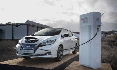 """Τα τελευταία πέντε χρόνια, οι παγκόσμιες πωλήσεις των αμιγώς ηλεκτροκίνητων οχημάτων (EVs) αυξήθηκαν 23 φορές, με το 37% των υποψήφιων αγοραστών αυτοκινήτων της Νοτιοανατολικής Ασίας να σκέφτονται τώρα το EV ως την επόμενη αγορά τους. Για να υποστηρίξει ενεργά αυτή την αυξανόμενη ζήτηση, για πληροφορίες σχετικά με τα EVs, η Nissan ξεκίνησε την πρώτη σειρά εκπαιδευτικών τηλεοπτικών σειρών, για να """"καταρρίψει"""" τους μύθους και να ευαισθητοποιήσει περισσότερο το κοινό, σε ότι αφορά τα αμιγώς ηλεκτροκίνητα οχήματα. """"Σε όλη την περιοχή, ακούμε συνεχώς ότι οι άνθρωποι αγαπούν την ιδέα των EVs, αλλά πολλοί ίσως δεν καταλαβαίνουν πλήρως πώς τα EVs μπορούν να ταιριάξουν στον τρόπο ζωής τους, ή τον τρόπο χρήσης τους"""", δήλωσε ο Yutaka Sanada, περιφερειακός ανώτερος αντιπρόεδρος της Nissan για την Ασία και την Ωκεανία. """"Ως η πρώτη αυτοκινητοβιομηχανία που κατασκεύασε ένα αμιγώς ηλεκτροκίνητο όχημα μαζικής παραγωγής, με εμπειρία πάνω από 70 χρόνια σε αυτή τη μορφή τεχνολογίας αυτοκινήτου, θέλαμε να συμβάλουμε στην ευαισθητοποίηση του κοινού, σε αυτό το θέμα. Στην κατεύθυνση της προσφοράς, η Nissan μορφοποιεί και μοιράζεται με το κοινό την γνώση της πάνω στην ηλεκτρική κινητικότητα, μέσα από τις αφηγήσεις ανθρώπων που βιώνουν, από πρώτο χέρι, την συγκεκριμένη τεχνολογία."""" Η σειρά βίντεο τεσσάρων μερών, καλύπτει τη φόρτιση, την εμβέλεια, την οδήγηση και την ιδιοκτησία ενός αμιγώς ηλεκτροκίνητου οχήματος, αντιμετωπίζοντας έτσι τα πιο συνηθισμένα ερωτήματα, αλλά και τους μύθους σε σχέση με την συγκεκριμένη θεματολογία. Ο Tim Jarvis, Αυστραλός εξερευνητής και περιβαλλοντικός επιστήμονας και η Naya Ehrlich-Adam, ιδιοκτήτρια τη βιώσιμης επιχείρησης τροφίμων Broccoli Revolution στην Μπανγκόκ, συνεργάζονται για να συζητήσουν ερωτήματα σχετικά με τα EVs, βασιζόμενοι στις προσωπικές τους εμπειρίες και προτιμήσεις."""