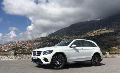 • Στην Ελληνική αγορά, η Mercedes-Benz κατέκτησε για πέμπτη συνεχή χρονιά την 1η θέση στις πωλήσεις μεταξύ των premium κατασκευαστών σημειώνοντας 3.785 πωλήσεις και μερίδιο αγοράς 3,7% • Η smart παρέδωσε στην Ελληνική αγορά 736 οχήματα fortwo & forfour (αύξηση 19,5%) • Ταξινομήθηκαν 358 ελαφρά επαγγελματικά οχήματα (κάτω των 3,5 τόνων), 143 επαγγελματικά οχήματα (άνω των 3,5 τόνων) και 131 λεωφορεία Mercedes-Benz & Setra! • Τόσο στα φορτηγά όσο και στα λεωφορεία, η Mercedes-Benz Ελλάς κατετάγη επίσης 1η στις πωλήσεις! • Στον παγκόσμιο χάρτη η Mercedes-Benz σημείωσε για 8η συνεχή χρονιά στη σειρά ρεκόρ αποτελεσμάτων, ενώ διατήρησε και φέτος για την 1η θέση στις πωλήσεις της premium κατηγορίας • Περισσότερα από 2,3 εκατομμύρια οχήματα Mercedes-Benz (+0,9%) πωλήθηκαν σε όλον τον κόσμο, καθιστώντας το 2018 την πιο επιτυχημένη χρονιά σε πωλήσεις στην ιστορία της εταιρείας • Συνολικά, η Daimler AG πούλησε περισσότερα από 2,4 εκατομμύρια επιβατικά οχήματα Mercedes-Benz & smart (+0,6%) • Παρά τις προκλήσεις που αντιμετώπισε το σύνολο της αυτοκινητοβιομηχανίας, το 2018 ήταν ο όγδοος συνεχόμενος χρόνος αποτελεσμάτων-ρεκόρ για τη Mercedes-Benz Η Mercedes-Benz στην Ελλάδα Για πέμπτη συνεχή χρονιά η Mercedes-Benz κατακτά την πρώτη θέση στην κατηγορία των premium αυτοκινήτων στη χώρα μας. Συνολικά στην Ελλάδα ταξινομήθηκαν 5.153 οχήματα του ομίλου της Daimler και συγκεκριμένα 4.521 επιβατικά οχήματα Mercedes-Benz & smart, εκ των οποίων 3.785 οχήματα Mercedes-Benz και 736 smart, 358 ελαφρά επαγγελματικά οχήματα (κάτω των 3,5 τόνων), 143 επαγγελματικά οχήματα (άνω των 3,5 τόνων) και 131 λεωφορεία Μercedes-Benz & Setra (πηγή: ΣΕΑΑ). Τόσο στα φορτηγά (από 3,5 τόνους) όσο και στα λεωφορεία, η Mercedes-Benz Ελλάς κατετάγη επίσης 1η στις πωλήσεις. To μερίδιο αγοράς στα επιβατικά ανέρχεται στο 4,4%, εκ του οποίου το 3,7% ανήκει στα μοντέλα της Mercedes-Benz. Στα ελαφρά επαγγελματικά οχήματα στο 5,2%, στα επαγγελματικά οχήματα άνω των 3,5 τόνων στο 41,5% και στα βαρέα επαγγελματικά οχήματ