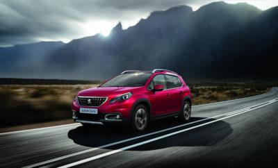 """Έξι χρόνια μετά το λανσάρισμα του SUV Peugeot 2008, ενός από τα best-seller της γαλλικής μάρκας, το εργοστάσιο Mulhouse του Ομίλου PSA κατασκέυασε το εκατομμυριοστό Peugeot 2008. Ο Jean-Phillipe Imparato, Διευθύνων Σύμβουλος της Peugeot, παρέδωσε ο ίδιος τα κλειδιά του εκατομμυριοστού Peugeot 2008 στην νέα του κάτοχο μόλις βγήκε από τη γραμμή παραγωγής. Το Peugeot 2008 παράγεται σε τρεις ηπείρους, στην Ευρώπη, την Κίνα και τη Λατινική Αμέρική, αλλά η πορεία του ξεκίνησε στο εργοστάσιο της Mulhouse, το οποίο σήμερα γιορτάζει την παραγωγή του εκατομμυριοστού 2008. Το Peugeot 2008 είναι πιστοποιημένο με """"Origine France Garantie"""" από το λανσάρισμά του, καθώς το μεγαλύτερο ποσοστό των μερών του έχουν κατασκευαστεί στη Γαλλία. Με παραγωγή πάνω από 1.210.250 μονάδων παγκοσμίως, το Peugeot 2008 σύντομα κέρδισε την εμπιστοσύνη των πελατών σε όλες τις χώρες που διατίθεται. Το μοντέλο εξακολουθεί να αποτελεί τεράστια επιτυχία, καθώς βρίσκεται στα 3 καλύτερα SUV της μεσαίας κατηγορίας σε 30 χώρες της Ευρώπης, συμπεριλαμβανομένης και της Ελλάδας. Η ελκυστική εμφάνιση, το προηγμένο σύστημα πρόσφυσης 4-mode Grip Control, ο τεχνολογικός εξοπλισμός άνεσης και ασφάλειας και οι υπεραποδοτικοί κινητήρες προδιαγραφών euro 6.2 με τον κινητήρα βενζίνης 1.2 PureTech να αποσπάει το βραβείο του κινητήρα της χρονιάς, αποτελούν τα εχέγγυα της επιτυχίας για το Peugeot 2008. Στην ελληνική αγορά το Peugeot 2008 είναι κυρίαρχο με 10% μερίδιο αγοράς, αποτελώντας την πλέον έξυπνη αγορά στην κατηγορία των κόμπακτ SUV."""