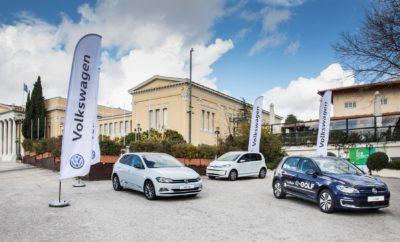• Μεγάλη επιτυχία σημείωσε το EcoMobility Conference 2019 που διοργανώθηκε στην Αίγλη Ζαππείου, με συμμετοχή ακαδημαϊκών, πολιτικών και επιχειρηματικών φορέων • Κύριο συμπέρασμα του συνεδρίου η ανάγκη συντονισμένων προσπαθειών από όλους τους εμπλεκόμενους ώστε να αναπτυχθεί στην Ελλάδα η βιώσιμη μετακίνηση • Η Kosmocar-Volkswagen στήριξε έμπρακτα το συνέδριο, παρουσιάζοντας παράλληλα μοντέλα που κινούνται είτε με ηλεκτρική ενέργεια είτε με φυσικό αέριο Η Kosmocar-Volkswagen ήταν χορηγός του EcoMobility Conference 2019. Πρόκειται για το 2ο ετήσιο συνέδριο με θέμα τις εξελίξεις στη βιώσιμη μετακίνηση και το σχετικό θεσμικό πλαίσιο, την ανάπτυξη υποδομών και τις απαραίτητες επενδύσεις, την πρόοδο που παρουσιάζει η βιομηχανία και τις σύγχρονες εμπορικές προτάσεις. Διοργανωτής του συνεδρίου η Ελληνική Δεξαμενή Σκέψης για την Ενεργειακή Οικονομία – θυγατρική της Διεθνούς Ένωσης για την Ενεργειακή Οικονομία (ΙΑΕΕ.org) – σε συνεργασία με την οικονομική διεύθυνση του portal insider.gr. Το συνέδριο, υπό την Αιγίδα του Υπουργείου Περιβάλλοντος και Ενέργειας και του Υπουργείου Υποδομών και Μεταφορών, διοργανώθηκε την Τρίτη 22 Ιανουαρίου στην Αίγλη Ζαππείου. Είχε ως στόχο να φέρει κάτω από κοινή στέγη ακαδημαϊκούς, πολιτικούς, εκπρόσωπους της βιομηχανίας και θεσμικούς παράγοντες οι οποίοι παρουσίασαν τις τελευταίες εξελίξεις, μοιράστηκαν προβληματισμούς και έδειξαν το δρόμο που πρέπει να ακολουθηθεί ώστε η Ελλάδα να συμμετάσχει ισότιμα στην επόμενη μέρα της βιώσιμης μετακίνησης. Στη σχετική ομιλία του, ο κ. Θανάσης Κονιστής, Διευθυντής Πωλήσεων & Marketing της Kosmocar-Volkswagen, τόνισε χαρακτηριστικά: «η ηλεκτροκίνηση είναι περισσότερο κοντά μας απ' ότι νομίζουμε και θα πρέπει να ενεργοποιηθούμε άμεσα προκειμένου να τεθεί το κατάλληλο νομοθετικό και οικονομικό πλαίσιο ώστε η ηλεκτροκίνηση να υλοποιηθεί σωστά στη χώρα μας. Από την πλευρά των εταιρειών, της Volkswagen προεξάρχουσης, υπάρχουν πλέον προηγμένα ηλεκτρικά μοντέλα που τεχνολογικά μπορούν να καλύψουν τις σύγχρονες ανάγ