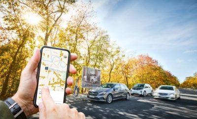Το BMW Group και η Daimler AG σχεδιάζουν τα επόμενα βήματα για την κοινοπραξία τους, μετά την έγκριση των αρμόδιων Αρχών του Ανταγωνισμού. Οι Αμερικανικές αρχές ανταγωνισμού ενέκριναν την κοινοπραξία την Τρίτη, 18 Δεκεμβρίου, 2018. Αυτό σημαίνει ότι όλες οι εμπλεκόμενες αντιμονοπωλιακές αρχές έδωσαν το πράσινο φως για τη νέα κοινοπραξία, στην οποία το BMW Group και η Daimler AG έχουν ίσα μερίδια. Η κοινοπραξία θα στοχεύσει στη διασφάλιση της προσωπικής ελευθερίας των πελατών στον τομέα της αστικής μετακίνησης. Στο πλαίσιο αυτού του οράματος της μελλοντικής αστικής μετακίνησης, θα δημιουργηθεί ένα νέο μοντέλο υπηρεσιών μετακίνησης, εύκολο στην πρόσβαση, διαισθητικό στη χρήση και επικεντρωμένο στις ανάγκες του χρήστη. Για τις αστικές μετακινήσεις τους, οι πελάτες θα χρησιμοποιούν ένα άριστα συνδεδεμένο και βιώσιμο οικοσύστημα που συνδυάζει υπηρεσίες CarSharing, Ride-Hailing, Parking, Charging και Multimodality από μία πηγή και είναι διαθέσιμο με μερικά κλικ. Η ιδέα είναι να δημιουργηθεί η πιο ελκυστική, πιο ολοκληρωμένη λύση μετακίνησης για μία καλύτερη ζωή στον συνδεδεμένο κόσμο μας. Μετά την έγκριση των αρχών του ανταγωνισμού, στόχος είναι η ολοκλήρωση της συναλλαγής μέχρι την 31η Ιανουαρίου, 2019. Στη συνέχεια, η νέα εταιρία υπηρεσιών μετακίνησης θα παρουσιάσει τα επόμενα βήματα το πρώτο τρίμηνο του 2019, σε συνεργασία με το BMW Group και την Daimler AG. Η κοινοπραξία θα περιλαμβάνει της εξής δραστηριότητες και υπηρεσίες: 1) Multimodal και on - demand mobility με moovel και ReachNow: Οι πάνω από έξι εκατομμύρια χρήστες θα επωφεληθούν από την ευφυή και συνεχή συνδεσιμότητα μεταξύ διαφορετικών υπηρεσιών μετακίνησης, όπως carsharing, ενοικίαση ποδηλάτου, ταξί και δημόσια μέσα μεταφοράς, συμπεριλαμβανομένης κράτησης και πληρωμής. Η multimodal πλατφόρμα θα προσφέρει επίσης εφικτές λύσεις για τις ανάγκες αστικών ιδιωτικών μεταφορών, συμπεριλαμβανομένης μιας υπηρεσίας παροχής οχημάτων. 2) CarSharing με Car2Go και DriveNow: Τα Car2Go και DriveNow λειτουργούν συνολικά 20.00