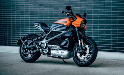 """Η Harley-Davidson είναι το εργοστάσιο που καθορίζει τη βιομηχανία της κατασκευής μοτοσυκλετών για 115 ολόκληρα χρόνια. Σήμερα παρουσιάζει την επόμενη γενιά δίτροχων μέσων μετακίνησης στο Consumer Electronics Show του Λας Βέγκας, αποκαλύπτοντας πλήρεις προδιαγραφές, συνδεσιμότητα και τιμές πώλησης. Το LiveWire™ είναι η πρώτη ηλεκτρική μοτοσυκλέτα της Harley-Davidson, προσφέρει την απόλυτη εμπειρία συνδεσιμότητας και θα είναι διαθέσιμη προς πώληση, αργότερα μέσα στη χρονιά. Το LiveWire εκφράζει το μέλλον της Harley-Davidson, παρέχοντας στον σύγχρονο αναβάτη υψηλής απόδοσης ηλεκτροκίνηση, προκλητική σχεδίαση και προηγμένη συνδεσιμότητα μέσω κινητού τηλεφώνου. Το LiveWire™ είναι η πρώτη μιας νέας σειράς μοτοσυκλετών που σχεδιάστηκαν για να προσφέρουν μια ολοκαίνουρια εμπειρία οδήγησης σε δύο τροχούς. Είναι η μοτοσυκλέτα που παρέχει εντυπωσιακή επιτάχυνση, κορυφαίο κράτημα, ευελιξία, υψηλής ποιότητας υλικά και φινιρίσματα, καθώς και μια πληρέστατη σουίτα ηλεκτρονικών συστημάτων που βοηθά τον αναβάτη και του προσφέρει την απόλυτη εμπειρία συνδεσιμότητας. Η απόδοση του LiveWire υπόσχεται ξεκούραστη οδήγηση στους περιστασιακούς αναβάτες, ενώ η απουσία συμπλέκτη παρέχει πρωτόγνωρη ευκολία στην οδήγηση για τους νεοεισερχόμενους στον κόσμο της μοτοσυκλέτας. Η παρουσίαση του μοντέλου LiveWire υποστηρίζει τους στρατηγικούς στόχους της Harley-Davidson για το 2027, οι οποίοι αφορούν στην περαιτέρω ενδυνάμωσή της στις Η.Π.Α. και στην επιτάχυνση της διεθνούς ανάπτυξής της, με τη δημιουργία μιας νέας γενιάς αναβατών σε παγκόσμιο επίπεδο και με την κατοχύρωση του εργοστασίου ως τον ηγέτη στην κατασκευή ηλεκτροκίνητων μοτοσυκλετών. """"Βρισκόμαστε στο ιστορικό σταυροδρόμι της εξέλιξης των μέσων μετακίνησης και η Harley-Davidson πρωτοστατεί,"""" αναφέρει ο Διευθύνων Σύμβουλος της Harley-Davidson, Matt Levatich. """"Η εξέλιξη που κινεί το σώμα και τη ψυχή ήταν πάντα στην καρδιά της εταιρίας μας και αυτό το νέο κεφάλαιο της ιστορίας μας, αφορά στη δημιουργία προϊόντων και ευκαιριών, που θα συναρπά"""