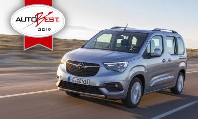 """Οι Michael Lohscheller και Xavier Duchemin παρέλαβαν το βραβείο σε εορταστικό γκαλά στις Βρυξέλλες Το νέο Combo με κορυφαίες τεχνολογίες, άνεση και ευελιξία απέσπασε μία καθαρή νίκη Τριάντα ένας εκπρόσωποι του ειδικού Τύπου από 31 χώρες ψήφισαν – και νικητής του τίτλου AUTOBEST 2019 αναδείχτηκε το Opel Combo. Το νέο όχημα στέφθηκε επίσημα """"Best Buy Car Europe 2019"""" στην τελετή απονομής βραβείων στη Βρυξέλλες. Σύμφωνα με την κρίση της επιτροπής, κανείς από τους ανταγωνιστές του δεν προσφέρει μία τέτοια σχέση κόστους/απόδοσης. Ο CEO της Opel, Michael Lohscheller και ο Διευθύνων Σύμβουλος Sales, Aftersales & Marketing, Xavier Duchemin μετέβησαν στο Βέλγιο για να παραλάβουν το βραβείο του πολυτάλαντου οχήματος. «Οι πελάτες και η κοινότητα των media εντυπωσιάστηκαν εξίσου από το Combo Life» δήλωσε ο Michael Lohscheller κατά τη διάρκεια της τελετής απονομής. «Έχουμε εξοπλίσει το Combo Life με υψηλά επίπεδα ευελιξίας, άνεσης και καινοτόμες τεχνολογίες, απαράμιλλες στην κατηγορία. Επομένως, το Combo Life παίζει πρωταρχικό ρόλο στην τρέχουσα προϊοντική μας επέλαση, που θα συνεχιστεί φέτος και του χρόνου. Αυτό υπογραμμίζεται από τον τίτλο 'Best Buy Car of Europe'.» «Οικογένειες, λάτρεις των υπαίθριων δραστηριοτήτων και επαγγελματίες περιμένουν υποστήριξη από το 'best buy car' στην αντιμετώπιση των καθημερινών προκλήσεων. Αυτή η διάκριση AUTOBEST αποδεικνύει ότι το νέο μας Combo Life είναι ο ιδανικός συνεργάτης τους» πρόσθεσε ο Xavier Duchemin. Το Opel Combo Life διαθέτει καινοτόμες τεχνολογίες όπως Προσαρμοζόμενο Σύστημα Διατήρησης Σταθερής Ταχύτητας [Adaptive Cruise Control], Σύστημα Αναγνώρισης Κόπωσης Οδηγού [Driver Drowsiness Alert], Kάμερα Oπισθοπορείας 180 μοιρών, Head-up display και προστασία """"Flank Guard"""". Το νέο μοντέλο από το Rüsselsheim συνδυάζει την άνεση και τη δυναμική συμπεριφορά ενός επιβατικού αυτοκινήτου με την ευρυχωρία και μεταβλητότητα ενός οχήματος μεταφοράς προσώπων. Η κριτική επιτροπή έλαβε επίσης υπόψιν της κριτήρια όπως το κόστος ιδιοκτησίας και τα π"""