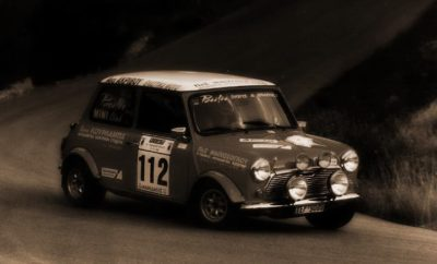 Η αυλαία του Πανελλήνιου Πρωταθλήματος Regularity Rally Ιστορικών αυτοκινήτων ανοίγει το Σάββατο 16 Φεβρουαρίου με το Attica Classic Rally που διοργανώνει το Σωματείο Artemis Autoclub σε Ειδικές Διαδρομές της Αττικής. Ο πρώτος από τους έξι αγώνες του φετινού θεσμού περιλαμβάνει 12 διάσημες από τον παρελθόν των αγώνων Ειδικές Διαδρομές, μήκους 250 χιλιομέτρων, και θα είναι νυχτερινός. Συγκεκριμένα, μετά την εκκίνηση το απόγευμα του Σαββάτου 16/2 τα πληρώματα θα αγωνιστούν στις ΕΔ Μελετάκι, Μέγαρα, Αγ. Ιωάννης, Ψάθα, Πάνακτο, Φυλή, Ασπρόπυργος, Στεφάνη, Σκούρτα, Αυλώνα και Αγ. Μερκούρης. Το πρώτο αυτοκίνητο θα ανέβει τη ράμπα του τερματισμού στις 00:30 τα ξημερώματα της Κυριακής 17/2.