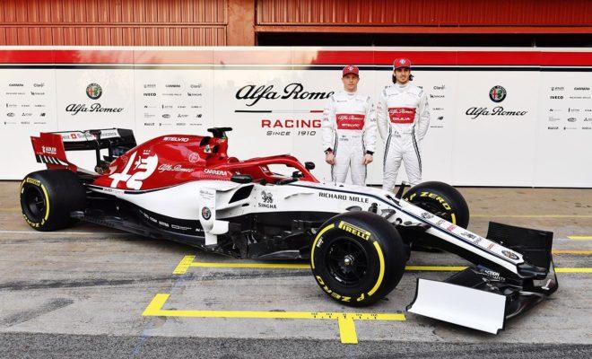 Σήμερα το πρωί, λίγη ώρα πριν ξεκινήσουν οι επίσημες δοκιμές για τη νέα χρονιά, η Alfa Romeo Racing παρουσίασε την C38. Η Alfa Romeo Racing, παρουσίασε το πρωί της Δευτέρας 18 Φεβρουαρίου το μονοθέσιο με το οποίο θα αγωνιστεί στο Παγκόσμιο Πρωτάθλημα της Formula 1 του 2019. Οι αλλαγές σε σχέση με το 2018 είναι πολλές και η ομάδα στοχεύει να έχει μια δυναμική παρουσία στην κορυφαία μορφή του μηχανοκίνητου αθλητισμού. Νέο Όνομα: Η Alfa Romeo Sauber F1 Team πλέον ονομάζεται Alfa Romeo Racing. Η δομή και το ιδιοκτησιακό καθεστώς παραμένουν αμετάβλητα Νέοι οδηγοί: Kimi Räikkönen και Antonio Giovinazzi. Οι «Iceman» και «Giovi». Χάρη και στη νέα ονομασία της ομάδας, ο Φινλανδός οδηγός θα οδηγεί την «Stelvio» με τον αριθμό 7, ενώ ο Ιταλός την «Giulia» με τον αριθμό 99. Νέα εμφάνιση: Τα χρώματα του μονοθεσίου είναι ακόμα πιο εντυπωσιακά, συνδυάζοντας το κλασσικό μπλε-άσπρο της Sauber, με το κόκκινο που χαρακτηρίζει μία από τις πιο ιστορικές εταιρείες στον χώρο των αγώνων, την Alfa Romeo. Νέοι χορηγοί: Μία σειρά νέων συνεργατών θα υποστηρίξουν την ομάδα, για την οποία το 2019 σηματοδοτεί μία νέα εποχή στην ιστορία της. Νέοι τεχνικοί κανονισμοί: Ο επικεφαλής της ομάδας Frédéric Vasseur και ο τεχνικός διευθυντής Simone Resta δεν έδωσαν λεπτομέρειες, όμως το σίγουρο είναι ότι χρησιμοποίησαν τους μήνες που πέρασαν για τη δημιουργία και εξέλιξη νέων ιδεών, παρά για σκι στις Άλπεις. Frédéric Vasseur, Επικεφαλής της Alfa Romeo Racing και CEO της Sauber Motorsport AG: «Είμαστε περήφανοι που παρουσιάζουμε την Alfa Romeo Racing C38 - ένα μονοθέσιο που είναι αποτέλεσμα σκληρής δουλειάς απ' όλα τα μέλη της ομάδας, στη βάση μας στην Ελβετία, αλλά και στην πίστα. Τα νέα χρώματα είναι ακόμα πιο δυναμικά, ενώ χαιρόμαστε που καλωσορίζουμε τα λογότυπα των νέων υποστηρικτών μας που ενισχύουν την προσπάθεια μας. Θα ήθελα να ευχαριστήσω όσους εργάστηκαν για να δημιουργηθεί το μονοθέσιο. Τους ευχαριστώ για τη δημιουργικότητα και τον ενθουσιασμό τους, για την αποστολή της ομάδας μας και το σπορ. Αν