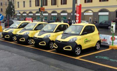Πρόκειται για μια επαναστατική ιδέα «μοιραζόμενων» αυτοκινήτων που ήδη εφαρμόζεται με επιτυχία σε πολλές ευρωπαϊκές πόλεις, περιλαμβάνοντας ένα στόλο 2.500 και πλέον αυτοκινήτων Zhidou με πάνω από 180.000 εγγεγραμμένους χρήστες. Το σύστημα share'ngo με το πολύ προσιτό αποκλειστικά ηλεκτροκίνητο μοντέλο ZD D1 (περιλαμβάνει ειδικό κιτ), απευθύνεται κυρίως σε επαγγελματίες. Η εφαρμογή βρίσκεται στο στάδιο της προετοιμασίας και στην χώρα μας και αναμένεται να υλοποιηθεί σε υψηλής προβολής τουριστικούς προορισμούς από το προσεχές καλοκαίρι, και στην Αθήνα από το προσεχές φθινόπωρο. Πέρα από την κοινή χρήση/χρονοχρέωση το σύστημα share'ngo έχει εξελιχθεί έτσι ώστε να μπορεί να αποτελεί ιδανική λύση για τη συνήθη ημερήσια ενοικίαση, καθώς και πολύτιμο εργαλείο διαχείρισης και ελέγχου εταιρικού στόλου αυτοκινήτων, ενώ έχει δυνατότητα εφαρμογής και σε άλλα οχήματα (δίκυκλα, επαγγελματικά αυτοκίνητα μεταφοράς προσώπων και/ή εμπορευμάτων, κ.λπ.). Κατά τη διάρκεια της Έκθεσης θα υπάρχει παρουσίαση του συστήματος στους δημοσιογράφους του ειδικού Τύπου (15/2) και σε εταιρείες ενοικιάσεων αυτοκινήτων (17/2), ενώ θα διατεθούν 8 ZD D1 sharen'go για σύντομο test drive και γνωριμία με τη πλατφόρμα. Παράλληλα στο περίπτερο Zhidou θα εκτεθούν στο κοινό τα προηγμένα ηλεκτροκίνητα μοντέλα D2 και D2S. Πρόκειται για ευέλικτα αυτοκίνητα πόλης, διθέσια, με μήκος που δεν ξεπερνά τα 2,8 μ., παρέχοντας παρά ταύτα χώρο αποσκευών της τάξεως των 300 λίτρων! Βασίζονται σε κοινή πλατφόρμα, αλλά διαφέρουν κυρίως σε επίπεδο εξοπλισμού. Και τα δύο είναι προσθιοκίνητα και προσφέρουν πολύ καλές επιδόσεις (ανώτατη ταχ. 90 χλμ./ώρα με ηλεκτρονικό περιοριστή) και εξαιρετική αυτονομία (180 χλμ.) χάρη στην συστοιχία προηγμένων μπαταριών λιθίου με ηλεκτρόδια υψηλής απόδοσης τελευταία γενιάς (τύπος Li(NiCoMn)O2), που διακρίνονται για την ασφάλεια, την αντοχή τους, την σταθερή τους απόδοση και τις κόμπακτ διαστάσεις τους, παρέχοντας δυνατότητα φόρτισης από κοινή πρίζα ρεύματος 220V διάρκειας 6-7 ωρών. Το πακέτο ε