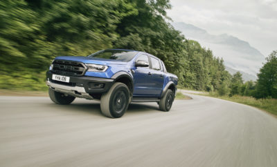 Το σκληροτράχηλο νέο Ford Ranger Raptor κατασκευάστηκε σε στενή συνεργασία με την Ford Performance με στόχο να ανταποκρίνεται στις πιο ακραίες οδηγικές προκλήσεις και καταστάσεις • Το νέο Ford Ranger Raptor αποκαλύπτεται για πρώτη φορά στο ελληνικό κοινό σε ειδική εκδήλωση που θα πραγματοποιηθεί στις εγκαταστάσεις της Ford Car Center στη Λεωφόρο Συγγρού 371 • Δείτε από κοντά σε επιλεγμένα σημεία του δικτύου επίσημων αντιπροσώπων Ford το απόλυτο pick-up μοντέλο της ευρωπαϊκής αγοράς με τις ασυναγώνιστες δυνατότητες και τις κορυφαίες τεχνολογίες που σχεδιάστηκε σε συνεργασία με τη Ford Performance Το Ford Ranger Raptor δεν είναι ένα συνηθισμένο pick-up μοντέλο, αλλά η ενσάρκωση της απόλυτης περιπέτειας πάνω σε τέσσερις τροχούς! Σχεδιασμένο για να ξεπερνά ακόμα και τις πιο αντίξοες εδαφικές συνθήκες και καταστάσεις, το νέο Ford Ranger Raptor αποτελεί το «απόλυτο μηχάνημα οδηγικής απόλαυσης» και συγχρόνως τον φορέα κορυφαίων και πρωτόγνωρων για την κατηγορία τεχνολογιών που εξασφαλίζουν καταιγιστικές επιδόσεις εντός και εκτός δρόμου σε συνδυασμό με αστείρευτες δυνατότητες κίνησης εκεί όπου η άσφαλτος δίνει τη θέση της στο χώμα, τη λάσπη ή το χιόνι. Απολαύστε το νέο Ford Ranger Raptor σε σκηνές δράσεις εδώ: https://www.youtube.com/watch?v=U94wDbctu1U Τo αγωνιστικό DNA της Ford Performance, η οποία συνέβαλε αποφασιστικά στην εξέλιξη του μοναδικού Ford Ranger Raptor, κάνει αισθητή την παρουσία του στις αγωνιστικού τύπου αναρτήσεις, στο πρωτοποριακό σύστημα μετάδοσης, στο σκληροτράχηλο πλαίσιο, αλλά και στον πανίσχυρο bi-turbo πετρελαιοκινητήρα της γενιάς EcoBlue με τη θηριώδη ροπή των 500 Nm που συνοδεύεται από το γνωστό αυτόματο κιβώτιο των 10 σχέσεων της Ford. Highlights • Κινητήρας 2.0L με ισχύ 213 ίππων και ροπή 500 Nm • Αυτόματο κιβώτιο 10 σχέσεων • Σύστημα μετάδοσης Terrain Management με 6 προγράμματα λειτουργίας (Normal, Sport, Grass/Gravel/Snow, Mad/Sand, Rock και Baja Mode • Αμορτισέρ αγωνιστικών προδιαγραφών της Fox Racing με σύστημα Position Sensitive Damping • 