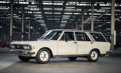"""ε μια σειρά ειδικών εκδηλώσεων σε όλη την Ευρώπη, τα κλασσικά μοντέλα της FCA αποτέλεσαν το επίκεντρο του ενδιαφέροντος για τους φίλους του αυτοκινήτου. Από το διαχρονικό Fiat 500 και τις μοναδικές δημιουργίες της Abarth, μέχρι τα θρυλικά αγωνιστικά του ομίλου, η FCA εντυπωσιάζει με την πλούσια ιστορία της. Παράλληλα με τα μοναδικά μοντέλα, την αναγνώριση κέρδισαν και οι άνθρωποι πίσω από αυτά, με τον Robero Giolito, τον πατέρα του σύγχρονου 500, να βραβεύεται στο 43ο Festival Automobile International στο Παρίσι. Τιμώντας την πλούσια ιστορία του ομίλου, η Fiat Chrysler Automobiles (FCA), έχει δημιουργήσει το ειδικό τμήμα FCA Heritage, αποστολή του οποίου είναι να διατηρεί και να αναδεικνύει την κληρονομιά των Alfa Romeo, Fiat, Lancia και Abarth. Σε μια σειρά εκδηλώσεων που πραγματοποιήθηκαν πρόσφατα σε όλη την Ευρώπη, η FCA Heritage είχε την ευκαιρία να παρουσιάσει μερικά από τα πιο ξεχωριστά μοντέλα του ομίλου που διαδραμάτισαν σημαντικό ρόλο, όχι μόνο για την εταιρία, αλλά και συνολικά τον χώρο του αυτοκινήτου. Το θρυλικό Fiat 500 μαγεύει το Παρίσι Αποτελεί ένα πραγματικό σημείο αναφοράς για την αυτοκίνηση. Το Fiat 500, σχεδιασμένο από τον ιδιοφυή μηχανικό Dante Giacosa, παρουσιάστηκε στις 4 Ιουλίου του 1957 και άλλαξε για πάντα τα αυτοκίνητα πόλης. Η αναβίωση του θρυλικού μοντέλου το 2007 αποτέλεσε μία από τις μεγαλύτερες επιτυχίες της εταιρείας, η οποία συνεχίζει μέχρι και σήμερα να κυριαρχεί τόσο σε σχεδιαστικό, όσο και εμπορικό επίπεδο. Στα πλαίσια του 34ου Festival Automobile International (31 Ιανουαρίου - 4 Φεβρουαρίου), τη μεγαλύτερη εκδήλωση σχετικά με το design αυτοκινήτων που πραγματοποιείται στο Παρίσι, το Fiat 500, σε όλες τις γενιές του, αποτέλεσε το επίκεντρο του ενδιαφέροντος. Παράλληλα ο «πατέρας» του σύγχρονου Fiat 500, σχεδιαστής Roberto Giolito, ο οποίος πλέον είναι ο επικεφαλής της Fiat Heritage, βραβεύτηκε με το τιμητικό βραβείο """"Prix d' Hοnneur"""" Στην έκθεση εκτός από το κλασσικό 500 και τη σύγχρονη εκδοχή του, το κοινό είχε την ευκαιρία να γν"""