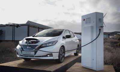 """Η Alliance Ventures, ο στρατηγικός βραχίονας κεφαλαίων επιχειρηματικών συμμετοχών (Venture Capital fund) της Renault-Nissan-Mitsubishi, ανακοίνωσε μια νέα επένδυση στην PowerShare, μιας νεοφυούς ηλεκτρονικής πλατφόρμας φόρτισης EV, με έδρα στην Κίνα. Η PowerShare παρέχει μια online πλατφόρμα που συνδέει τους οδηγούς των EVs, τους παρόχους των σημείων φόρτισης και τους προμηθευτές ενέργειας, προσφέροντας μια απρόσκοπτη εμπειρίας φόρτισης. Βασισμένη σε σύστημα """"νέφους"""" (cloud), η πλατφόρμα επιτρέπει στους προμηθευτές να παρακολουθούν τη ζήτηση από τα οχήματα, σε συνδυασμό με την ικανότητα ισχύος του δικτύου και της δυνατότητας των οδηγών να βρουν διαθέσιμους σταθμούς φόρτισης. Η PowerShare είναι η πιο πρόσφατη προσθήκη στο χαρτοφυλάκιο της Alliance Ventures, ούσα στο πρώιμο στάδιο ανάπτυξής της και αντιπροσωπεύοντας επιχειρηματίες που επενδύουν στην πρωτοπορία των συστημάτων επόμενης γενιάς, για την αυτοκινητοβιομηχανία. Ο κ. François Dossa, Παγκόσμιος Αντιπρόεδρος της Alliance Ventures και του Open Innovation, δήλωσε: """"Η τεχνογνωσία της PowerShare ανταποκρίνεται στον στόχο της Συμμαχίας για διατήρηση της ηγετικής μας θέσης στην ηλεκτροκίνηση. Πρέπει να δημιουργηθεί ένα σταθερό δίκτυο υποδομών για την επιτάχυνση της ανάπτυξης των αμιγώς ηλεκτροκίνητων οχημάτων και των νέων υπηρεσιών κινητικότητας και αναμένουμε από την τεχνολογία της Powershare να συμβάλει στην επίτευξη αυτού του στόχου. Επιπλέον, η έδρα της PowerShare στην Κίνα, ευθυγραμμίζεται με την ισχυρή μας παρουσία σε αυτή την αγορά, διαδραματίζοντας τον ρόλο του στρατηγικού κόμβου."""" Η επένδυση στην PowerShare έρχεται να προστεθεί σε άλλες δέκα επενδύσεις της Alliance Ventures, συμπεριλαμβανομένων νεοφυών επιχειρήσεων που εδρεύουν στη Βόρεια Αμερική, την Ευρώπη και την Κίνα, όλες με έμφαση στο μέλλον της κινητικότητας."""