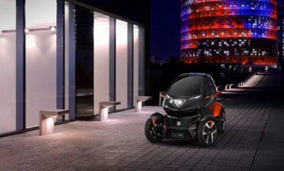 / Ένα concept car που διαθέτει σύστημα εναλλαγής μπαταριών για πλήρη φόρτιση του αυτοκινήτου μέσα σε λίγα λεπτά, μειώνοντας τα έξοδα του carsharing έως και 50% / Ένα 100% ηλεκτρικό όχημα που συνδυάζει τα καλύτερα χαρακτηριστικά της μοτοσυκλέτας και του αυτοκινήτου / Το Minimó είναι ο σύμμαχος της πόλης που προσφέρει βελτιωμένη κινητικότητα και μείωση του οικολογικού αποτυπώματος / Luca de Meo: «Θα οδηγήσουμε τη στρατηγική micromobility της Volkswagen Group, με ιδέες και προϊόντα σχεδιασμένα για ταξίδια μικρών αποστάσεων» / SEAT ανακοινώνει τη δημιουργία ενός software house που θα απασχολεί περισσότερα από 100 άτομα Η SEAT στα πλαίσια του φετινού Mobile World Congress, πραγματοποιεί ένα τεράστιο άλμα στη στρατηγική του αστικού micromobility με την παρουσίαση του Minimó, ενός concept car που αναπτύχθηκε ως πλατφόρμα κινητικότητας, παρουσιάζοντας το όραμα της εταιρείας για την κινητικότητα του αύριο. Στη συνέντευξη Τύπου σήμερα το πρωί, ο Πρόεδρος της SEAT Luca de Meo εξήγησε πως «το SEAT Minimó έχει σχεδιαστεί ειδικά για να προσαρμοστεί στις πλατφόρμες κινητικότητας που θα διαμορφώσουν το μέλλον της αστικής οδήγησης, όπου η κυκλοφορία θα περιοριστεί και μόνο λίγα οχήματα θα είναι σε θέση να προσφέρουν λύσεις». Ο De Meo πρόσθεσε: «Αυτή είναι η λύση που οι εταιρείες carsharing περιμένουν, ένα μοντέλο που θα είναι το κλειδί για τη βελτίωση της κερδοφορίας τους. Η ιδέα που παρουσιάζουμε σήμερα ανταποκρίνεται στις ανάγκες των πόλεων και των παρόχων υπηρεσιών carsharing». Το Minimó έχει κατασκευαστεί με τρόπο ώστε να συνδυάζει με τον καλύτερο τρόπο την ασφάλεια και την άνεση ενός αυτοκινήτου με την ευελιξία και την ευκολία στάθμευσης μίας μοτοσυκλέτας. Αυτό το 100% ηλεκτρικό όχημα, που ενσωματώνει ένα σύστημα εναλλαγής μπαταριών, επιτρέποντας τη πλήρη φόρτιση του σε λίγα μόνο λεπτά προσφέροντας 100 χιλιόμετρα αυτονομία. Αυτό το καινοτόμο σύστημα σημαίνει ότι το λειτουργικό κόστος του carsharing μειώνεται ουσιαστικά κατά 50%. Με 2,5μ. μήκος και 1,2μ. πλάτος, το Minimó καταλα