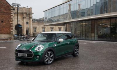 """Η επετειακή χρονιά MINI ξεκίνησε με την κατάκτηση ενός τίτλου. Η MINI είναι μεταξύ των νικητών του φετινού διαγωνισμού """"Best Cars 2019"""". Η νίκη κατηγορίας στην ψηφοφορία αναγνωστών που διοργάνωσε το περιοδικό αυτοκινήτου """"auto, motor und sport"""" επιβεβαιώνει το υψηλό επίπεδο δημοτικότητας που εξακολουθεί να απολαμβάνει το πρώτο μοντέλο στην πολυτελή κατηγορία μικρών αυτοκινήτων στην 60ή χρονιά του. Με τη χαρακτηριστική διασκεδαστική οδήγηση, την έξυπνη χρήση χώρου και το ατομικό στυλ, η τρέχουσα γενιά του μοντέλου ενσαρκώνει τις αυθεντικές αξίες της μάρκας – γνωστές σε όλο τον κόσμο από την εποχή του κλασικού Mini – στην πιο σύγχρονη εκδοχή τους. Η ψηφοφορία αναγνωστών που διοργανώνει το περιοδικό """"auto, motor und sport"""" είναι ένας από τους μακροβιότερους θεσμούς στην ιστορία του αυτοκινήτου, και φέτος διεξήχθη για 43η φορά. Από συνολικά 385 μοντέλα, οι συμμετέχοντες ψήφισαν τα αγαπημένα τους σε έντεκα κατηγορίες. Στο πλαίσιο αυτό, επέλεξαν τα """"Best Cars 2019"""", συνολικά και στην κατηγορία εισαγόμενων. Οι νικητές της τελευταίας ψηφοφορίας παρέλαβαν τα βραβεία τους σε μία πανηγυρική τελετή απονομής που πραγματοποιήθηκε στο Διεθνές Συνεδριακό Κέντρο της Στουτγάρδης [International Congress Center Stuttgart (ICS)]. Η MINI απέσπασε τον τίτλο στην κατηγορία εισαγόμενων μικρών αυτοκινήτων. Συγκεντρώνοντας το 30,1% των ψήφων, το επιτυχημένο Βρετανικό μοντέλο εξασφάλισε σαφές προβάδισμα στην κατηγορία του. Και πραγματικά, ο νέος 'νικητής' κατάφερε να βελτιώσει ακόμα και τα εξαιρετικά αποτελέσματα τα οποία είχε πετύχει τις προηγούμενες χρονιές. Από το 2001 που επαναλανσαρίστηκε η Βρετανική μάρκα, η MINI έχει συνεχή παρουσία μεταξύ των νικητών της ψηφοφορίας αναγνωστών του """"auto, motor und sport"""". Αρχικά, ήταν 'κατά συρροή' νικήτρια στην κατηγορία εισαγόμενων 'Μίνι Αυτοκινήτων' (""""Mini Cars""""), και από το 2015 κερδίζει τον τίτλο στην κατηγορία 'Μικρών Αυτοκινήτων' (""""Small Cars"""") επί πέντε συνεχείς χρονιές. Η επιτυχία της MINI στην τελευταία ψηφοφορία του κοινού αντανακλά επίσης τη"""