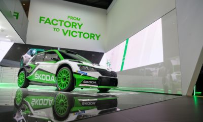 • Ουσιαστικές τεχνολογικές και αισθητικές διαφορές για την εργοστασιακή SKODA Fabia R5, που έκανε το ντεμπούτο της στο Σαλόνι Αυτοκινήτου της Γενεύης • To πιο επιτυχημένο αυτοκίνητο ράλι στην ιστορία της μάρκας, αναβαθμίζεται σημαντικά • Δανείζεται σχεδιαστικά στοιχεία από την έκδοση παραγωγής της SKODA Fabia ενώ έχει δεχθεί πολλές και σημαντικές τεχνολογικές βελτιώσεις • Η ανανεωμένη SKODA Fabia R5 θα λάβει Δελτίο Αναγνώρισης (Homologation) τις επόμενες εβδομάδες και θα είναι διαθέσιμη στους πρώτους πελάτες από τα μέσα του 2019 • Μέχρι το τέλος του 2018, είχαν πωληθεί συνολικά 252 SKODA Fabia R5 Με έναν εντυπωσιακό όγκο πωλήσεων σε ιδιώτες σε όλον τον κόσμο, με τέσσερις παγκόσμιους τίτλους στο ενεργητικό της και δεκάδες τίτλους σε τοπικά ή περιφερειακά πρωταθλήματα, η SKODA Fabia R5 προχώρησε στην απαιτούμενη ανανέωση, με σκοπό, όπως δήλωσε ο επικεφαλής της SKODA Motorsport, Μίχαλ Χραμπάνεκ «να διατηρήσουν οι δεκάδες πελάτες μας στον κόσμο την ανταγωνιστικότητα που επιθυμούν ώστε να κερδίζουν». Αισθητικά, η νέα Fabia R5 δανείζεται στοιχεία από το αντίστοιχο ανανεωμένο μοντέλο παραγωγής, ενώ έχουν γίνει βελτιώσεις στην απόδοση, αλλά και την αξιοπιστία του αυτοκινήτου. Για παράδειγμα ο 1.6 lt κινητήρας με turbo της νέας γενιάς R5, αναβαθμίστηκε βελτιώνοντας την ισχύ εξόδου και την απόκρισή του. Μετά από δοκιμές χιλιάδων χιλιομέτρων σε χωμάτινους και ασφάλτινους δρόμους καθώς και σε χιόνι και πάγο, η ανανεωμένη SKODA Fabia R5 ακολουθεί τα βήματα του προκατόχου της, του πιο επιτυχημένου αυτοκινήτου ράλι στην ιστορία της μάρκας. «Μετά τη διαδικασία έκδοσης της Homologation, οι πελάτες μας θα μπορούν να αποκτήσουν ένα αυτοκίνητο, το οποίο είναι πλήρως εξελιγμένο και έτοιμο για ανταγωνισμό χωρίς συμβιβασμούς. Η ακρίβεια στην εξέλιξη ενός νέου αυτοκινήτου ράλι έχει απόλυτη προτεραιότητα για τη SKODA Motorsport. Ακολουθούμε δε αυστηρά, τις ίδιες διαδικασίες διαχείρισης και ελέγχου της ποιότητας με την αντίστοιχη παραγωγή των αυτοκινήτων έκδοσης δρόμου της SKODA», τονίζει ο 