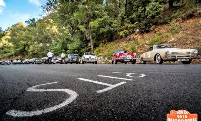 Το ΣΜΑ ΤΡΙΣΚΕΛΙΟΝ διοργανώνει για 6η συνεχή χρονιά στην Πελοπόννησο τον αγώνα Ιστορικών Αυτοκινήτων με την ονομασία «Tour du Peloponnese» το διάστημα 30 Σεπτεμβρίου έως 6 Οκτωβρίου 2019. Το Tour du Peloponnese, είναι ένας αγώνας Regularity που προσφέρει στους λάτρεις το κλασσικού αυτοκινήτου μια οδηγική πανδαισία 1500 χιλιομέτρων, εξαιρετικών Πελοποννησιακών διαδρομών και την ευκαιρία να επισκεφθούν μερικές από τις πιο όμορφες περιοχές της Ελλάδας. Το αγωνιστικό σκέλος αναμένεται με μεγάλο ενδιαφέρον αφού το ΤΡΙΣΚΕΛΙΟΝ έχει καθιερωθεί διεθνώς για την επιλογή ποιοτικών διαδρομών και την άρτια διοργάνωση που περιλαμβάνει απο οδική βοήθεια στην περίπτωση απροόπτου και online υπηρεσίες αποτελεσμάτων. Με 50 και πλέον, κυρίως διεθνή αλλά και ελληνικά πληρώματα να έχουν δηλώσει ήδη συμμετοχή οι «μάχες» στις ειδικές διαδρομές αναμένονται «επικές». Οι προετοιμασίες της Οργανωτικής Επιτροπής του Tour du Peloponnese εντείνονται καθώς πλέον απομένουν σχεδόν 180 ημέρες για την εκκίνηση του μεγαλύτερου διεθνούς event ιστορικού αυτοκινήτου της Ελλάδας σε συμμετοχές, διάρκεια, αποστάσεις και αριθμό ειδικών διαδρομών! Η ενημέρωση των ξένων πληρωμάτων θα γίνει την πρώτη ημέρα της διοργάνωσης, Κυριακή 29 Σεπτεμβρίου, στο ξενοδοχείο Grecotel Olympia Riviera Thalasso στα Λουτρά Κυλλήνης. Η πανηγυρική εκκίνηση θα λάβει χώρα στην Αρχαία Ολυμπία τη Δευτέρα 30 Σεπτεμβρίου στις 12.00 με τους συμμετέχοντες να κατευθύνονται προς τον ναό του Επικούριου Απόλλωνος και τη Καλαμάτα αγωνιζόμενοι σε 5 ειδικές διαδρομές. Θα έχει προηγηθεί πρωινή ξενάγηση των συμμετεχόντων στον αρχαιολογικό χώρο και στάδιο των πρώτων Ολυμπιακών αγώνων. Την Τρίτη 1 Οκτωβρίου, η αδρεναλίνη ανεβαίνει. περιλαμβάνοντας ειδικές διαδρομές με κατεύθυνση προς Μάνι για ανασυγκρότηση και τελικό προορισμό το Βαθύ. Περιλαμβάνονται 5 ακόμη ειδικές διαδρομές μέσα στα υπέροχα τοπία της Μανης. Τη Τετάρτη 2 Οκτωβρίου, τα πληρώματα θα διασχίσουν τη μέσα Μάνη με κατεύθυνση τη παραδοσιακή κοινότητα των Πλύτρων και τελικό προορισμό τη Μονεμ