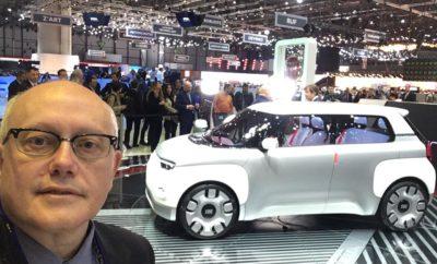 """Με αφορμή τα 120α γενέθλια της, η Fiat στη Γενεύη παρουσιάζει το πρωτότυπο Centoventi, ένα νέο ορόσημο στην ιστορία της μάρκας. Μια πρωτοπόρος στον «εκδημοκρατισμό» της αυτοκίνησης, η Fiat, προσφέρει σήμερα μια λύση ηλεκτροκίνησης που είναι προσιτή για όλους. Το να κάνεις προσιτή μια νέα τεχνολογία αποτελεί βασικό στοιχείο του DNA της Fiat. Με το πρωτότυπο Centoventi ο χρήστης μπορεί να διαμορφώσει το εσωτερικό, να επιλέξει τα αξεσουάρ και να δημιουργήσει ένα ξεχωριστό αυτοκίνητο που ανταποκρίνεται στις ανάγκες του. Η εξατομίκευση προχωρά ένα βήμα παραπέρα. Οι συστοιχίες των μπαταριών επιτρέπουν στον οδηγό να επιλέγει την αυτονομία που θα έχει από 100 έως 500 χιλιόμετρα, απλά αγοράζοντας ή ενοικιάζοντας επιπλέον μπαταρίες. Το Centoventi είναι ένας λευκός καμβάς. Παράγεται μόνο σε ένα χρώμα και μπορεί να διαμορφωθεί από τον αγοραστή με το πρόγραμμα """"4U"""", με επιλογή 4 διαφορετικών οροφών, 4 προφυλακτήρες, 4 διαφορετικά καλύμματα για τους τροχούς, αλλά και 4 εξωτερικά φιλμ κάλυψης. Η Mopar, η εταιρεία της FCA που ειδικεύεται στα after sales προϊόντα συνέβαλε στη δημιουργία του πρωτοτύπου, αλλά και του συστήματος logistics που απαιτεί το πρόγραμμα εξατομίκευσης """"4U"""". Το Fiat Centoventi βασίζεται στα παραδοσιακά γνωρίσματα της μάρκας, το Ιταλικό στιλ και τη δημιουργικότητα. Στην Έκθεση Αυτοκινήτου της Γενεύης η Fiat παρουσιάζει το πρωτότυπο Centoventi, μια δημιουργία που εκφράζει την ιδέα της μάρκας για την προσιτή για όλους ηλεκτροκίνηση. Αποτελεί το όραμα της εταιρείας για τoν «εκδημοκρατισμό» της τεχνολογίας με αφορμή και τα 120 χρόνια από τη δημιουργία της. Από αυτό το στοιχείο προέρχεται και το όνομα του μοντέλου που στα ιταλικά σημαίνει 120. Παραδοσιακά η Fiat πρωτοπορεί, όπως έκανε και τη δεκαετία του 1950, όπου το Fiat 500 αποτέλεσε μια βιομηχανική και πολιτιστική επανάσταση, όπου η αυτοκίνηση για πρώτη φορά έγινε προσιτή για όλους. Μπορούμε όμως να φανταστούμε κάτι εξίσου επαναστατικό για το μέλλον των σύγχρονων πόλεων; Η απάντηση είναι το πρωτότυπο Fiat Centove"""