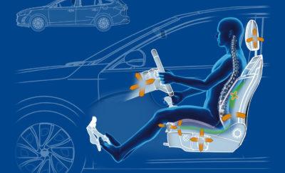 • Τα καθίσματα του Ford Focus έλαβαν τη σφραγίδα έγκρισης από μια ομάδα γιατρών και φυσιοθεραπευτών για τις εργονομικές τους ιδιότητες • Με τη ρύθμιση 18 κατευθύνσεων, οδηγός και συνοδηγός μπορούν να ρυθμίσουν το κάθισμά τους για μέγιστη υποστήριξη και άνεση, καθώς εκτιμάται ότι οι μισοί Ευρωπαίοι θα υποφέρουν από πόνους στην πλάτη σε κάποια φάση της ζωής τους • Το Focus είναι το πρώτο μοντέλο της Ford που πιστοποιείται από την Γερμανική Καμπάνια «Για πιο Υγιή Πλάτη» Ο πόνος της πλάτης είναι παγκοσμίως η μεγαλύτερη αιτία αναπηρίας και συνάμα μια κατάσταση που οι ειδικοί εκτιμούν ότι θα επηρεάσει τους μισούς Ευρωπαίους σε κάποια φάση της ζωής τους. Αυτό σημαίνει ότι για αρκετούς οδηγούς και επιβάτες το ταξίδι με το αυτοκίνητο μπορεί να μετατραπεί σε δυσάρεστη εμπειρία. Για να ανακουφίζει εκείνους που πάσχουν από πόνους στην πλάτη, το νέο Ford Focus προσφέρει καθίσματα οδηγού και συνοδηγού με ρύθμιση 18 κατευθύνσεων για μέγιστη στήριξη και ανακούφιση. Τα καθίσματα αυτά απέσπασαν τη σφραγίδα έγκρισης του κορυφαίου οργανισμού υγείας της σπονδυλικής στήλης Aktion Gesunder Rücken e.V. (AGR), την Καμπάνια «Για πιο Υγιή Πλάτη». Το Focus είναι το πρώτο όχημα της Ford με αναγνώριση από την ανεξάρτητη επιτροπή του AGR την οποία απαρτίζουν ειδικοί από διάφορα ιατρικά πεδία. Για να πιστοποιηθεί με τη σφραγίδα έγκρισης, το κάθισμα πρέπει να μπορεί να προσαρμόζεται στη θέση του επιβάτη, αντί ο επιβάτης να προσαρμόζει τη θέση του στο κάθισμα. «Μία λανθασμένη θέση στο κάθισμα με τον οδηγό να γέρνει μπροστά, μπορεί να επιφέρει πίεση στην οσφυϊκή χώρα. Στόχος μας με το Focus ήταν να δημιουργήσουμε ένα κάθισμα ρυθμιζόμενο προς 18 κατευθύνσεις που να προσαρμόζεται στις ανάγκες του κάθε ατόμου ξεχωριστά, ώστε να μπορούν οι οδηγοί ανεξαρτήτως σωματότυπου να ρυθμίζουν τη βέλτιστη θέση καθίσματος για μέγιστη άνεση, κυρίως στα μακρινά ταξίδια» δήλωσε ο Glen Goold, chief programme engineer του Ford Focus. Κατά μέσο όρο, οι Ευρωπαίοι οδηγούν τα οχήματά τους για περίπου μία ώρα κάθε μέρα, χωρίς