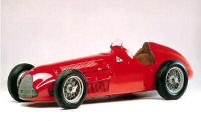 """Η δημοφιλέστερη έκθεση κλασσικών αυτοκινήτων στην Ευρώπη, η Essen Tecnhno Classica, θα πραγματοποιηθεί στη Γερμανία από τις 10 έως τις 14 Απριλίου. Η FCA Heritage θα συμμετέχει με ξεχωριστά κλασσικά μοντέλα των Alfa Romeo, Fiat και Abarth. Στο επίκεντρο θα βρίσκεται η ένδοξη ιστορία της Alfa Romeo στη Formula 1 με την Alfetta 159 με την οποία κέρδισε το 1951 τον παγκόσμιο τίτλο ο Fangio και την επαναστατική Brabham-Alfa Romeo BT45 του 1977. Δίπλα σε αυτούς τους θρύλους θα βρίσκεται και η νέα περιορισμένης παραγωγής Giulia Quadrifoglio """"Alfa Romeo Racing"""", καθώς και η Stelvio Quadrifoglio NRING. Στην έκθεση θα λανσαριστεί και το εμπνευσμένο από το αντίστοιχο της δεκαετίας του 1960 κιτ βελτίωσης """"Abarth Classiche 595"""". Στην έκθεση το κοινό θα απολαύσει και ένα προετοιμασμένο από την FCA Heritage, Fiat 500, αλλά και το Fiat Nuova 500 του 1958 με κιτ αναβάθμισης από την Abarth. Η παρουσία σε αυτή τη σημαντική έκθεση έρχεται να συμπληρώσει ιδανικά τα εγκαίνια του Heritage HUB στο Τορίνο, ενός πολύ-χώρου που δημιουργήθηκε για να στεγάσει όλες τις δραστηριότητες που έχουν να κάνουν με την διατήρηση της παράδοσης των Ιταλικών μαρκών της FCA. Από τις 10 έως και τις 14 Απριλίου, στο Essen της Γερμανίας, θα πραγματοποιηθεί η 31η Techno Classica, η δημοφιλέστερη έκθεση κλασσικών αυτοκινήτων στην Ευρώπη που την περασμένη χρονιά συγκέντρωσε περισσότερους από 188.000 επισκέπτες. Η παρουσία της FCA Heritage, του οργανισμού που είναι αφιερωμένος στη διατήρηση και ανάδειξη την πλούσιας ιστορίας των Ιταλικών μαρκών της FCA, θα είναι ιδιαίτερα εντυπωσιακή εστιάζοντας στην αγωνιστική κληρονομία της Alfa Romeo και ιδιαίτερα στην πορεία της στη Formula 1. Η πανέμορφη G. P. Tipo 159 """"Alfetta"""" με την οποία ο Juan Manuel Fangio κέρδισε το παγκόσμιο πρωτάθλημα της Formual 1 του 1951, θα συνοδεύεται από την Brabham-Alfa Romeo BT45 του 1977 που οδήγησαν οι Carlos Reutemann και Carlos Pace. Αυτά τα δύο μοναδικά μονοθέσια ανήκουν στη συλλογή του μουσείου της Alfa Romeo (Museo Storico Alfa Romeo, """