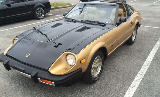 """Όταν το αυθεντικό Datsun Z έκανε το ντεμπούτο του το 1969, ήταν μια αποκάλυψη για τον κόσμο της αυτοκινητοβιομηχανίας. Ένα οικονομικό, αξιόπιστο σπορ αυτοκίνητο με στυλ και άνεση που θα μπορούσε να χρησιμοποιηθεί για καθημερινή οδήγηση, ήταν κάτι ανήκουστο εκείνη την εποχή. Με βασική τιμή στα 3.626 δολάρια, το Z (γνωστό και ως Datsun 240Z) στη Βόρεια Αμερική, ήταν ένα σπορ αυτοκίνητο, με μια προσιτή τιμή. Σε σύντομο χρονικό διάστημα, οδηγοί ανά την Υφήλιο, απολάμβαναν την """"ελευθερία"""" της σπορ οδήγησης, στις αγαπημένες τους διαδρομές. Το 1970, οι παγκόσμιες πωλήσεις ξεπέρασαν τις 40.000 αυτοκίνητα. Κάπως έτσι, η πρώτη γενιά Z, έθεσε τα θεμέλια για μια κληρονομιά, της οποίας η αξία, το ύφος και η απόδοση, συνέχισαν να δείχνουν το δρόμο για καινοτομίες στην αυτοκίνηση, διατηρώντας τη σειρά Z στην κορυφή της κατηγορίας, για δεκαετίες. Κατά τις επόμενες πέντε δεκαετίες, η Nissan κυκλοφόρησε διάφορα μοντέλα επετειακών εκδόσεων του Ζ, όπως : 1980 Datsun 280ZX 10th Anniversary Edition Για να γιορτάσει τη 10η επέτειο του πρώτου Z, η Nissan κυκλοφόρησε ένα ειδικό μοντέλο του 280ZX, με περιορισμένη παραγωγή. Η επιτυχία των προηγούμενων αυτοκινήτων της σειράς Z, έδωσε την ευκαιρία στη Nissan να εξοπλίσει τα μοντέλα 280ZX με πολυτελή υλικά όπως δερμάτινα καθίσματα και στερεοφωνικά hi-fi, ως μια ευχάριστη """"απόκλιση"""" από την σπορ, αλλά οικονομική προσέγγιση, του αρχικού 240Z. Με μόλις 3.000 αυτοκίνητα, το 280ZX 10th Anniversary Edition θεωρείται σήμερα ένα πολύ συλλεκτικό μοντέλο. 1984 Nissan 300ZX Turbo 50th Anniversary Edition To Nissan 300ZX Turbo 50th Anniversary Edition του 1984, λανσαρίστηκε με αφορμή τα πενήντα χρόνια από την ίδρυση της Nissan, το Δεκέμβριο του 1933. Μόνο 5.148 από αυτά τα αυτοκίνητα κατασκευάστηκαν για την αγορά των Η.Π.Α., ενώ επιπλέον 300 κατασκευάστηκαν για τον Καναδά. Το έτος 1984 σηματοδότησε όχι μόνο ένα ορόσημο για την ιστορία της Nissan, ως κατασκευαστή αυτοκινήτων, αλλά και για τα μοντέλα της σειράς Ζ, ως τα καλύτερα σε πωλήσεις σπορ αυτοκίνητα στ"""