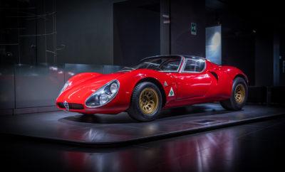 """Για 4η φορά στη σειρά η νέα Giulia κατακτά τον τίτλο """"Future Classic"""". H Alfa Romeo 33 Stradale κατέκτησε την 1η θέση στην κατηγορία """"Milestones of Design"""" Διπλή νίκη για την Alfa Romeo στο """"Motor Klassik Awards 2019"""". Η νέα Alfa Romeo Giulia κατέκτησε για 4η φορά τον τίτλο του """"Future Classic"""", με το κοινό να θεωρεί ότι το Ιταλικό μοντέλο σε μερικές δεκαετίες θα αποτελεί ένα κλασσικό αυτοκίνητο μεγάλης αξίας, όπως ακριβώς ισχύει σήμερα για τον πρόγονο του που παρουσιάστηκε το 1962. Παράλληλα η Alfa Romeo Tipo 33 Stradale κυριάρχησε στην κατηγορία """"Milestone of Design"""". Το ξεχωριστό σπορ αυτοκίνητο του 1968 που κατασκευάστηκε σε μόλις 18 αντίτυπα, θεωρείται ως ένα από τα πιο όμορφα αυτοκίνητα που έχουν δημιουργηθεί στην ιστορία του αυτοκινήτου. Στα βραβεία """"Motor Klassik Awards 2019"""" ψήφισαν συνολικά 16.000 άτομα, με την Giulia να ανακηρύσσεται """"Future Classic"""" με το 33,4% επί των συνολικών ψήφων, ενώ αντίστοιχα η Alfa Romeo Tipo 33 Stradale, επικράτησε με 37,3% στην κατηγορία """"Milestone of Design"""". Το βραβείο """"Motor Klassik Award"""" για την Alfa Romeo Tipo 33 Stradale παρέλαβε ο κ. Roberto Giolito, επικεφαλής της FCA Heritage, ο οποίος δήλωσε: «Η ιστορία της Alfa Romeo είναι γεμάτη με αυτοκίνητα που αποτελούν σημείο αναφοράς για το σχεδιασμό τους. Αν θα έπρεπε να διαλέξουμε μόνο ένα, τότε αυτό θα ήταν η Tipo 33. Είμαι πολύ περήφανος για αυτό το βραβείο και παράλληλα αποτελεί ιδιαίτερη τιμή για εμένα που εκπροσωπώ την ομάδα που δημιούργησε αυτό το μοναδικό coupé το 1968». Η Alfa Romeo 33 Stradale αποτελεί ένα αριστούργημα που δημιούργησε ο θρυλικός σχεδιαστής Franco Scaglione. Το συνολικό ύψος του αυτοκινήτου είναι μόλις 99εκ., ενώ οι πόρτες του ανοίγουν κάθετα. Σχεδιάστηκε ώστε να είναι νόμιμη η χρήση του σε δημόσιους δρόμους (το όνομα """"Stradale"""" κυριολεκτικά σημαίνει δρόμος ή οδός), σε τεχνικό επίπεδο όμως βασίζεται στην αγωνιστική έκδοση του μοντέλου. Ο V8 κινητήρας των 2 λίτρων είναι τοποθετημένος στο κέντρο και αποδίδει 230 ίππους, επιτρέποντας στο αεροδυναμικό μ"""