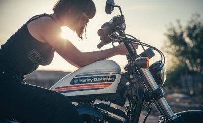 Η μοτοσυκλετιστική περίοδος ξεκινάει δυναμικά με τη Harley-Davidson να συνεχίζει για λίγο ακόμη μία σειρά από μοναδικές προσφορές για περιορισμένο χρονικό διάστημα αναφορικά τόσο με την αγορά νέας μοτοσυκλέτας όσο και σε customization της υπάρχουσας. Δεν χρειάζεται λοιπόν να περιμένεις άλλο! Άδραξε την ευκαιρία και επισκέψου το συντομότερο δυνατόν μία αντιπροσωπεία της Harley-Davidson και κάνε δική σου μία ολοκαίνουργια Sportster με όφελος 1,000€. Το κέρδος σου όμως δεν τελειώνει εδώ καθώς για λίγες ακόμη μέρες, μπορείς να κάνεις customization στη μοτοσυκλέτα σου με Harley-Davidson αξεσουάρ, με όφελος 500€ αν πραγματοποιήσεις αγορές άνω των 2,000€. Μπες τώρα στην επίσημη σελίδα της Harley-Davidson, συμπλήρωσε την ηλεκτρονική φόρμα που θα βρεις εδώ http://bit.ly/SportsterOffer_PR και άμεσα θα επικοινωνήσει μαζί σου ένας εκπρόσωπος μας για να σε ενημερώσει πως θα κάνεις δική σου Harley-Davidson των ονείρων σου! Επίσημοι αντιπρόσωποι Harley-Davidson Harley-Davidson Athena - Πειραιώς 187, Αθήνα 118 53 - 21 0341 0850 Harley - Davidson Thessaloniki - Μακεδονίας 10, Μενεμένη 546 28 - 231 070 0707