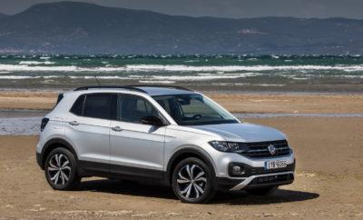 """Το ολοκαίνουργιο T-Cross, το πιο cool compact SUV, με πολύπλευρο, πρακτικό, σύγχρονο χαρακτήρα και ultra μοντέρνο design συμπληρώνει ιδανικά τη γκάμα των SUV της Volkswagen. • Ανεξάρτητη προσωπικότητα: Το νέο SUV διαθέτει έναν δυναμικό σχεδιασμό και μεγάλες δυνατότητες εξατομίκευσης. • Ιδιαίτερη ευελιξία: Πρωτοποριακή διαμόρφωση εσωτερικού για μέγιστη ευελιξία. • Ένας μικρός γίγαντας: Δώδεκα εκατοστά πιο μικρό από το T-Roc αλλά παρόλα αυτά ένα ολοκληρωμένο compact SUV. • Πορτμπαγκάζ που χωρά τα πάντα: Το συρόμενο πίσω κάθισμα και οι αναδιπλούμενες πλάτες του δημιουργούν ένα χώρο αποσκευών με χωρητικότητα έως 1.243 λίτρων συμπεριλαμβανομένης της ρεζέρβας • Ευέλικτος βιρτουόζος: Κορυφαίες δυνατότητες προσαρμογής σε κάθε τύπου ανάγκες και εξαιρετικό στην καθημερινή χρήση. • Συνοδός που εμπνέει ασφάλεια: Ένας μεγάλος αριθμός συστημάτων υποβοήθησης που κανονικά συναντώνται σε μοντέλα μεγαλύτερων κατηγοριών. • Ισχυροί κινητήρες: Τρείς υπερτροφοδοτούμενοι, ισχυροί και οικονομικοί κινητήρες που συνεργάζονται με μηχανικά κιβώτια 5 ή 6 σχέσεων και αυτόματο DSG 7 σχέσεων. Δύο κινητήρες βενζίνης: 1.0 TSI με 70 kW / 95 PS και 85 kW / 115 PS . Ένας κινητήρας diesel: 1.6 TDI με 70 kW / 95 PS. • Δύο ελκυστικές εξοπλιστικές σειρές: Life και Style. Διατίθενται και τρία design πακέτα. • Πλούσιος βασικός εξοπλισμός: Ήδη από τη βασική έκδοση (Life). • Εξαιρετική συνδεσιμότητα: Προορισμένο να ενθουσιάσει τη νέα γενιά και όσους αρέσκονται να «επικοινωνούν» με τους άλλους αλλά και με το ίδιο το αυτοκίνητο. • Μεγάλες προοπτικές ανάπτυξης: Η κατηγορία των compact SUV θα διπλασιαστεί στην επόμενη δεκαετία. Τη μεγαλύτερη ανάπτυξη θα έχουν Ευρώπη, Νότιος Αμερική και Κίνα. • Κοινή παραγωγή: Το T-Cross θα κατασκευάζεται μαζί με το Polo στο εργοστάσιο της Volkswagen στη Navarra της Ισπανίας.  Το νέο T-Cross """"I am More!"""" """"I am More"""", ελληνιστί «Είμαι Περισσότερα»! Με αυτό το σλόγκαν μας συστήνεται το T-Cross, το τέταρτο μέλος στη γκάμα των SUV της Volkswagen, ίσως η πιο πλήρης και επιτυχημένη γκάμα"""