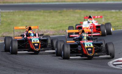 Ο Ιταλός κατασκευαστής, θα προμηθεύσει για 6η συνεχόμενη χρονιά με τους κινητήρες του τα μονοθέσια που συμμετέχουν στα πρωταθλήματα της F4 στη Γερμανία και στην Ιταλία. Ο Turbo κινητήρας T-Jet της Abarth απόδοσης 160 ίππων εφοδιάζει τα μονοθέσια και ξεχωρίζει για την υψηλή απόδοση και το χαμηλό βάρος. Η F4 είναι ένας από τους θεσμούς που αποτελούν το σκαλοπάτι για πολλούς νέους οδηγούς που θέλουν να περάσουν από τα kart σε μεγαλύτερα μονοθέσια και τελικά στην Formula 1. Ξεκίνησε η σαιζόν του Πρωταθλήματος ADAC F4 Championship στην Γερμανία με τα μονοθέσια Tatuus να εφοδιάζονται με τον κινητήρα 1.4 T-Jet της Abarth. Ο συγκεκριμένος κινητήρας εξελίχθηκε με βάση τους κανονισμούς της FIA για την κατηγορία οδηγών άνω των 15 ετών και ξεχωρίζει για την εξαιρετική αναλογία απόδοσης/βάρους που διαθέτει. Στον πρώτο αγώνα του πρωταθλήματος στην πίστα του Oschersleben συμμετείχαν 18 οδηγοί, ενώ στον πρώτο αγώνα του αντίστοιχου Ιταλικού θεσμού που θα πραγματοποιηθεί την προσεχή Κυριακή 5/5 στην πίστα Vallelunga αναμένεται να συμμετέχουν περισσότεροι από 30 οδηγοί. Στόχος και των δύο πρωταθλημάτων, είναι να επιτρέψουν σε νέους ταλαντούχους οδηγούς να έχουν την ευκαιρία από τους αγώνες kart να περάσουν στους αγώνες με μονοθέσια τύπου formula. Το προσιτό κόστος της F4 δίνει τη δυνατότητα σε πολλούς οδηγούς να αναδείξουν το ταλέντο τους, κάτι που ταιριάζει απόλυτα με τη φιλοσοφία της Abarth, η οποία από το 1949 που την ίδρυσε ο Carlo Abarth βοήθησε γενιές οδηγών να γνωρίσουν και στη συνέχεια να διαπρέψουν στο μαγικό κόσμο του μηχανοκίνητου αθλητισμού. Τα πρωταθλήματα της F4 είναι εξαιρετικά επιτυχημένα, με ορισμένους από τους οδηγούς που συμμετείχαν στο παρελθόν να βρίσκουν το δρόμο για την Formula 1, όπως ο Καναδός Lances Stroll και ο Γερμανός Mick Schumacher, ο οποίος συμμετείχε πρόσφατα σε επίσημες δοκιμές των Ferrari και Alfa Romeo.