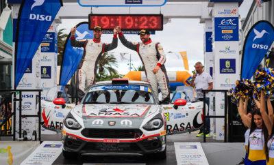 Πραγματοποιήθηκε το περασμένο Σαββατοκύριακο στα πλαίσια του Islas Canarias Rally ο πρώτος αγώνας του Abarth Rally Cup. · Πιστό στο πνεύμα του ιδρυτή της μάρκας, Carlo Abarth, το Abarth Rally Cup προσφέρει μια ξεχωριστή εναλλακτική για όσους θέλουν να ζήσουν τις δυνατές συγκινήσεις ενός αγώνα ράλι. · Οι Alberto Monarri - Alberto Chamorro κατέκτησαν την πρώτη θέση στο θεσμό, τερματίζοντας παράλληλα στην 16η θέση της γενικής κατάταξης. Οι Ισπανοί οδηγοί κυριάρχησαν στον δεύτερο αγώνα του Ευρωπαϊκού Πρωταθλήματος (ERC), το Islas Canarias Rally, το οποίο αποτέλεσε και την πρεμιέρα για το Abarth Rally Cup του 2019. Οι Alberto Monarri - Albero Chamorro με το Abarth 124 rally της SMC Junior Motorsport επικράτησαν στις κατηγορίες RC2 και R-GT τερματίζοντας στη 16η θέση της γενικής κατάταξης. Χάρη σε αυτή την επίδοση το Ισπανικό πλήρωμα βρίσκεται στην κορυφή του Abarth Rally Cup, αλλά και του Ισπανικού Πρωταθλήματος Ράλι στην κατηγορία των αυτοκινήτων με κίνηση στους δύο τροχούς. Στην 2η θέση του θεσμού της Abarth βρέθηκαν οι Carlos Garcia Perez - Jordi Diaz Negrin, ενώ στην 3η και 4η οι Πολωνοί Dariusz Polonski - Lukasz Sitek και οι Ιταλοί Andrea Nucita - Michele Ferrara αντίστοιχα. Alberto Monarri: «Είμαι ενθουσιασμένος με αυτή τη νίκη και την υποστήριξη των θεατών. Η έκδοση του Abarth 124 rally για το 2019 προσφέρει ακόμα καλύτερη απόδοση, ενώ είναι και πιο φιλική σε κάθε είδους διαδρομή.» Carlos Garcia Perez: «Σε αυτούς τους δρόμους ξεκίνησα την αγωνιστική μου εμπλοκή και είμαι πολύ χαρούμενος με το αποτέλεσμα. Η απόδοση του Abarth 124 rally, με το οποίο αγωνίστηκα για πρώτη φορά ήταν μια πολύ ευχάριστη έκπληξη.» Dariusz Polonski: «Μετά την έξοδο που είχα στην 1η ειδική του αγώνα, εστίασα στο να εξοικειωθώ με αυτό το εξαιρετικό αγωνιστικό αυτοκίνητο. Η εμπειρία που κέρδισα θα είναι πολύ χρήσιμη για τους επόμενους αγώνες του πρωταθλήματος.» Andrea Nucita: «Το ξεκίνημα του αγώνα ήταν πολύ δύσκολο, αλλά στο δεύτερο σκέλος νομίζω ότι έδειξα τις δυνατότητες του αυτοκινήτου, τ