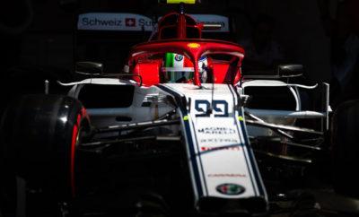 """Μετά από μία επιτυχημένη παρουσία στον αγώνα της Γαλλίας, η Alfa Romeo Racing ετοιμάζεται για το Grand Prix της Αυστρίας, μίας χώρας με ιδιαίτερα πλούσια παράδοση στη μουσική, αλλά και φυσικό περιβάλλον ιδανικό για μία ξεχωριστή ιστορία... Οι περισσότεροι γνωρίζουν την ιστορία του Ρωμαίου και της Ιουλιέτας, των τραγικών ηρώων του Σαίξπηρ, σε αντίθεση με μία λιγότερο γνωστή, άλλη σίγουρα πιο χαρούμενη ιστορία φιλίας, εκείνης των Stelvio και Giulia. Πάνω στα βουνά της Styria στη Ν. Αυστρία, οι Stelvio και Giulia ταράζουν με τις φωνές τους το τοπίο συνθέτοντας μια μοναδική μελωδία. Η Alfa Romeo Racing σκέφτηκε να αποτυπώσει τα πρόσωπα των Stelvio και Giulia με τη βοήθεια των Kimi Räikkönen και Antonio Giovinazzi συνθέτοντας μία ξεχωριστή φωτογραφία. Η μουσική που παράγουν οι μηχανές των δύο μοντέλων αποτελούν από μόνες τους μια ξεχωριστή σύνθεση, ικανή -όπως και ο ήχος της Formula 1- να ξεσηκώσει κάθε φίλο της αυτοκίνησης. Στο Red Bull Ring, το προσεχές τριήμερο, οι Räikkönen και Giovinazzi θα οδηγήσουν την C38 Stelvio και C38 Giulia αντίστοιχα, σε ένα αγώνα που συχνά έχει προσφέρει πολύ εντυπωσιακά στιγμιότυπα. Οι δύο οδηγοί της Alfa Romeo Racing θα κάνουν ότι είναι δυνατόν να τερματίσουν μέσα στη βαθμολογούμενη 10αδα, συνεχίζοντας την αντίστοιχη επίδοση που πέτυχε πέρυσι η ομάδα στον αγώνα της Αυστρίας. Frédéric Vasseur - Επικεφαλής της ομάδας Alfa Romeo Racing και CEO της Sauber Motorsport AG «Όλοι μιλούν για τους βαθμούς που κερδίσαμε στη Γαλλία, αλλά για εμένα ήταν πιο σημαντικό να δω την αντίδραση της ομάδας μετά από ένα σερί άσχημων αποτελεσμάτων. Ανασυγκροτηθήκαμε, δουλέψαμε σκληρά και βρήκαμε την απόδοση που μας έλειπε. Στην Αυστρία θα συνεχίσουμε στο ίδιο μοτίβο και έχω την πεποίθηση ότι θα δούμε και τα δύο αυτοκίνητα μας στην βαθμολογούμενη 10αδα. Τουλάχιστον αυτός είναι ο στόχος μας.» Kimi Räikkönen (αριθμός μονοθεσίου 7 - """"Stelvio"""") «Απόλαυσα τον αγώνα στη Γαλλία και εύχομαι το ίδιο να συμβεί και στην Αυστρία. Οι αναβαθμίσεις δείχνουν να αποδίδουν και μπορ"""