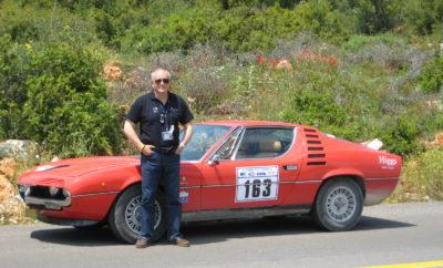 Η Alfa Romeo αναμφίβολα είναι η μάρκα με τους πιο φανατικούς φίλους. Το Museo Storico Alfa Romeo και οι Alfisti διάλεξαν ένα ξεχωριστό τρόπο για να ευχηθούν Χρόνια Πολλά στην αγαπημένη τους μάρκα. Έχοντας δημιουργήσει μερικά από τα πιο ξεχωριστά μοντέλα στην ιστορία του αυτοκινήτου και διατηρώντας αναλλοίωτο το δυναμικό της χαρακτήρα, η Alfa Romeo αναμφίβολα έχει τους πιο φανατικούς φίλους από κάθε άλλη μάρκα. Οι Alfisti, αποτελούν μια ιδιαίτερη ενεργή κοινότητα που μοιράζετε το πάθος για την Alfa Romeo, αλλά και συνολικά την αυτοκίνηση. Με αφορμή τα 109α γενέθλια της μάρκας, το Museo Storico Alfa Romeo στο Arese πραγματοποίησε μια ειδική εκδήλωση συγκεντρώνοντας εκατοντάδες φίλους της μάρκας απ' όλο τον κόσμο. Στα πλαίσια της εκδήλωσης οι επισκέπτες είχαν την ευκαιρία να ανακαλύψουν το μουσείο της μάρκας και να γνωρίσουν ακόμα καλύτερα την ιστορία της. Παράλληλα 109 Alfa Romeo, όσα και τα χρόνια της μάρκας, πραγματοποίησαν μια ξεχωριστή παρέλαση στην πίστα του μουσείου, ενώ στην πρώτη σειρά της πομπής βρέθηκε μια Alfa Romeo 4C που αποτελεί το Safety Car του Παγκοσμίου Πρωταθλήματος Τουρισμού (WTCC). Ιδιαίτερα συγκινητικά ήταν τα μηνύματα που άφησαν οι Alfisti στο βιβλίο επισκεπτών του μουσείου, ορισμένα εκ των οποίων μάλιστα αποκαλύπτουν και τον καλλιτεχνικό χαρακτήρα των συντακτών τους. Με αφορμή αυτά τα μηνύματα η Alfa Romeo δημιούργησε ένα ξεχωριστό video που συνδέει ιδανικά την ιστορία της μάρκας με τη διαχρονική αγάπη του κοινού.