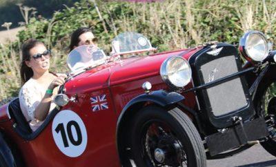 """Όπως κάθε χρόνο, έτσι και φέτος, το Ράλλυ Αμαζών θα είναι μια καθαρά γυναικεία υπόθεση... Στην εκδήλωση μπορούν να συμμετάσχουν Αμιγώς γυναικεία πληρώματα αλλά και μικτά πληρώματα με οδηγό όμως πάντα την αμαζόνα! Τα οχήματα πρέπει να είναι πιστοποιημένα ιστορικά οχήματα ηλικίας άνω των 30 ετών αλλά και youngtimers. H εκκίνηση θα δοθεί στην πλατεία Ελαιών (Θανόπουλος), στην Κάτω Κηφισιά και τα πληρώματα θα καλύψουν μια διαδρομή συνολικού μήκους 175 χιλιομέτρων και θα διαγωνιστούν σε έναν άγνωστο ακόμη αριθμό ειδικών δοκιμασιών. Τα οχήματα θα """"ταξιδέψουν"""" μέσω Αυλώνας, Οινόφυτα, Μουρίκη, Λουκίσια, Γέφυρα Χαλκίδας και θα επιστρέψουν στην πλατεία Ελαιών στην Κηφισιά (Θανόπουλος). Κρατήστε την ημερομηνία! Περισσότερες λεπτομέρειες μέσα στις επόμενες ημέρες!"""