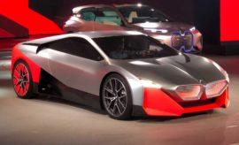 """Πώς θα μετακινούμαστε το μέλλον; Το BMW Group Design ήδη προετοιμάζει το έδαφος για την εμπειρία της Γνήσιας Οδηγικής Απόλαυσης (Sheer Driving Pleasure) στο μέλλον. Οι καινοτόμοι τομείς Αυτόνομης Οδήγησης, Συνδεσιμότητας, Εξηλεκτρισμού και Υπηρεσιών [Autonomous Driving, Connectivity, Electrification & Services (ACES)] ανοίγουν το δρόμο για νέες ευκαιρίες και εμπειρίες – και ταυτόχρονα, προαναγγέλλουν μία επαναστατική αλλαγή στη βιομηχανία αυτοκινήτου. Το BMW Group θεωρεί τη σχεδίαση κινητήρια δύναμη για το μέλλον: Αυτή δίνει μορφή σε καινοτομίες και υπόσταση σε τεχνολογίες. Η σχεδίαση έχει επίσης τη δύναμη να υπερβαίνει τα όρια του εφικτού και να κάνει πραγματικότητα φιλόδοξες ιδέες. Είναι κάτι το οποίο έχει επιβεβαιώσει το BMW Group με την πρώτη BMW X5, που εγκαινίασε την κατηγορία SUV, με το iDrive Controller, που δίνει τα παρών σε όλα σχεδόν τα οχήματα σήμερα με κάποιο τρόπο, και με τα μοντέλα BMW i. Όλα ήταν τα πρώτα στο είδος τους και στιγμάτισαν τον κόσμο του αυτοκινήτου. Σχεδιάζουμε εμπειρίες . Στο μέλλον, οι οδηγοί θα μπορούν να επιλέγουν αυτόνομη (EASE Mode) ή ενεργή οδήγηση (BOOST Mode). Τα προγράμματα EASE και BOOST αποτελούν τη βάση για τη σχεδίαση όλων των μελλοντικών BMW. Με λίγα λόγια, το concept είναι: """"EASE your Life – BOOST your Moment"""". Οι εμπειρίες EASE και BOOST αποτυπώνουν τις φιλοδοξίες του BMW Group Design και αποκαλύπτουν τη φιλοσοφία των μελλοντικών προϊόντων: Σχεδίαση δεν σημαίνει μόνο επιλογή σχημάτων και γραμμών. Το BMW Group Design δημιουργεί εμπειρίες. Το αυτοκίνητο δεν είναι απλά ένα """"όχημα"""". Μπορεί να είναι ένας χώρος για χαλάρωση, επικοινωνία, ψυχαγωγία και αυτοσυγκέντρωση. Ταυτόχρονα, μπορεί να γίνει το απόλυτο εργαλείο οδήγησης, με τους πελάτες να βιώνουν τη δυναμική συμπεριφορά από μία νέα διάσταση. Το αυτοκίνητο μπορεί να μεταμορφώνεται σε ένα νέο είδος ζωτικού χώρου αφιερωμένου σε ανθρώπινες ανάγκες και επιθυμίες. Το BMW Group Design επιστρατεύει καινοτομίες ACES σε όλες τις μορφές τους για να δημιουργήσει αυτό το βιωματικό χώρ"""