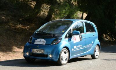 Το Ελληνικό πλήρωμα του ηλεκτρικού Mitsubishi i-MiEV με οδηγό το Γιώργο Λιβέρη και συνοδηγό το Διονύση Λιβέρη τερμάτισε στην πρώτη θέση της κατηγορίας των ηλεκτρικών αυτοκινήτων, που συμμετείχαν στο 6ο Hi-Tech EΚΟ Μobility Rally 2012.