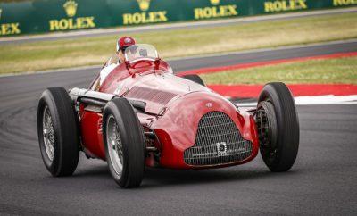 """Το Silverstone και η Alfetta. Δύο ονόματα με ιδιαίτερο ειδικό βάρος και ξεχωριστή ιστορία. Ο οδηγός της Alfa Romeo Racing Formula One Team, Kimi Räikkönen, ταξίδεψε το κοινό οδηγώντας τη θρυλική Alfa Romeo GP Tipo 159 στην πίστα που η Ιταλική εταιρεία κατέκτησε το 1950 την πρώτη νίκη του θεσμού της Formula 1. Ο συγκλονιστικός αγώνας που ακολούθησε στην ιστορική πίστα της Μεγάλης Βρετανίας απέδειξε για ακόμα μία φορά τη διαχρονική αξία του κλασσικού. Frédéric Vasseur - Επικεφαλής της ομάδας Alfa Romeo Racing και CEO της Sauber Motorsport AG «Η συγκομιδή τεσσάρων βαθμών είναι ένα καλό αποτέλεσμα, αλλά πάντα είναι απογοητευτικό όταν ένα από τα αυτοκίνητα της ομάδας δεν βλέπει τη σημαία του τερματισμού. Συνολικά η απόδοση της ομάδας ήταν καλή. Ο Kimi οδήγησε σταθερά και εκμεταλλεύτηκε στο έπακρο τις ευκαιρίες που του παρουσιάστηκαν. Ο Antonio θα βρισκόταν κοντά του, αλλά δυστυχώς ένα τεχνικό πρόβλημα τερμάτισε τον αγώνα του στην αμμοπαγίδα. Για ακόμα μία φορά καταφέραμε να δώσουμε μάχη για τις μεσαίες θέσεις, αλλά πρέπει να δουλέψουμε σκληρά για να διατηρήσουμε το έδαφος που καταφέραμε να κερδίσουμε.» Kimi Räikkönen (αριθμός μονοθεσίου 7 - """"Stelvio"""") 8η θέση, Ταχύτερος Γύρος 1:30.034 «Η 8η θέση είναι ένα θετικό αποτέλεσμα. Η συμπεριφορά του μονοθεσίου ήταν αρκετά καλή στις στροφές, αλλά μας έλειπε λίγη ταχύτητα στις ευθείες. Στο τέλος προσπάθησα να κρατήσω πίσω μου την Toro Rosso του Kvyat διατηρώντας την απόσταση μου από το προπορευόμενο μονοθέσιο μέσα στη ζώνη ενεργοποίησης του DRS. Δεν ήταν το πιο εύκολο αγωνιστικό τριήμερο, αλλά είμαστε χαρούμενοι για τους βαθμούς που κατακτήσαμε.» Antonio Giovinazzi (αριθμός μονοθεσίου 99 - """"Giulia"""") Εγκατέλειψε, Ταχύτερος Γύρος 1:32.464 «Είμαι απογοητευμένος που δεν τερμάτισα. Είχαμε κάποιο τεχνικό πρόβλημα που δεν το έχουμε διευκρινίσει ακόμα και κατέληξα στην αμμοπαγίδα. Θα βρούμε τα ακριβή αίτια μόλις επιστρέψει το μονοθέσιο στη βάση της ομάδας. Ήταν μια ατυχία, αλλά έτσι είναι οι αγώνες. Ήμουν αρκετά κοντά στον Kimi και είχαμε"""