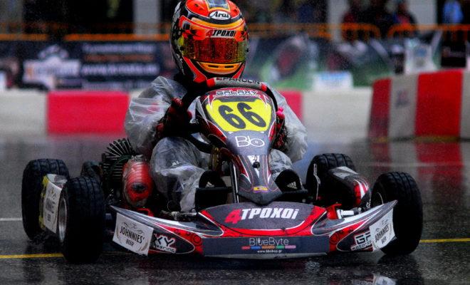 Εάν θέλει κάποιος να κατανοήσει, εκτιμήσει ένα οδηγό αγώνων karting, οφείλει να αναντρέξει στην αρχή του. Ήταν πριν τρία χρόνια στην πίστα του Ασπρόπυργου, ο απόφοιτος μαθητής της Speed Kart Academy, Αλέξανδρος Παπαευθυμίου, μόλις 9 ετών, συμμετέχει και κερδίζει σε αγώνα που διοργανώνεται, εκεί. Ήταν με διαφορά ο μικρότερος των 35 συμμετεχόντων! Η αρχή σηματοδότησε την πορεία του. Κυπελούχος Ελλάδος κατηγορίας mini (8-10 ετών) το 2017, pole position την ίδια χρονιά στην γενική της κατηγορία mini (8-12 ετών!) στο απαιτητικό και δύσκολο P.i.C.K. Η αγωνιστική πορείά του εξελίσεται σύμφωνα με το πηγαίο ταλέντό του. Συνεχή αγωνιστική εξέλιξη και διακρίσεις καθιερώνοντάς τον μεταξύ των υποψηφίων για την πρώτη θέση του βάθρου σε όποιο αγώνα συμμετέχει στην κατηγορία junior πλέον, ως μέλος μίας οργανωμένης και πολύπειρης ομάδας! Η λειτουργία της ομάδας... Μαζί οδηγός και ομάδα σχεδιάζουν τις κατάλληλες ενέργειες ώστε να προκύψουν τα βέλτιστα αποτελέσματα. Αγωνιστικά-τεχνικά η Maitos Kosmic Kart Racing Team από τις κορυφαίες ομάδες στην Ελλάδα προετοιμάζουν τον οδηγό ALέξανδρο ανάλογα με τις απαιτήσεις κάθε αγώνα ή πίστας. Η εμπερεία της Maitos Racing Team αποτελεί εγγύηση και για την σωστή λειτουργία και προσαρμογή του kart. Από τα αποτελέσματα στον αγωνιστικό χώρο-πίστα προκύπτουν και οι ανάλογες εργασίες της ομάδας προβολής, έτσι ώστε να αναπτύσσεται παράλληλα κάθε υποστηρικτική μεθοδος email marketing. Το αποτέλεσμα είναι άμεσο και η σχέση εμπιστοσύνης οδηγού-χορηγού παγιώνεται! Στα Social Media και πέρα από αυτά... Στα Social Media η προβολή της παρουσίας, απόδοσης, εξέλιξης, αγωνιστικής προσπάθειας του οδηγού αγώνων karting ΑLέξανδρου, δεν είναι ένα απλό προφίλ. Είναι μία δυναμική ομάδα οπαδών, που παρακολουθούν ''στενά'' τον δεκατετράχρονο. Η σελίδα-ομάδα του στο Facebook ή στο Instagram αξιοποιει τις δυνατότητες που προσφέρουν τα Social Media, προτρέποντας και διευκολύνοντας τους χρήστες να διαδώσουν τα νέα, στους φίλους. Έτσι δημιουργείται μια ολοκληρωμένη στρατηγικ