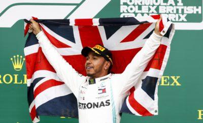 Ο οδηγός της Mercedes, Lewis Hamilton κέρδισε το συναρπαστικό σε εξέλιξη, Βρετανικό Grand Prix για 6η φορά στην καριέρα του. Η στρατηγική μιας αλλαγής που ακολούθησε από μέση σε σκληρή γόμα, δεν ήταν αναμενόμενη, επηρεάστηκε από την παρουσία του αυτοκινήτου ασφαλείας λίγο πριν το μέσο του αγώνα. Ήταν ο μόνος από τους τρεις οδηγούς στο βάθρο που έκανε μια αλλαγή, κέρδισε δε, με διαφορά μεγαλύτερη των 20 δευτερολέπτων. Ταυτόχρονα συνέθλιψε το προηγούμενο ρεκόρ γύρου, στο τέλος ενός αγώνα κατά τη διάρκεια του οποίου, όλες οι γόμες P Zero απέδωσαν εξαιρετικά καλά. ΣΗΜΕΙΑ ΚΛΕΙΔΙΑ • Υπήρξε μια ευρεία ποικιλία στρατηγικών κατά τη διάρκεια του αγώνα των 52 γύρων. Είδαμε 4 διαφορετικές στρατηγικές στους πέντε πρώτους οδηγούς στον τερματισμό. • Απ' όσους βρίσκονταν στην πρώτη 10αδα στην εκκίνηση μόνο οι Mercedes, Red Bull ξεκίνησαν με τη μέση γόμα,. Οι Mercedes έκαναν το 1-2 και οι Red Bull τερμάτισαν στην 4η και 5η θέση. • Ο οδηγός της Ferrari Charles Leclerc ήταν ο οδηγός που τερμάτισε πιο ψηλά απ' όσους εκκίνησαν με την κόκκινη μαλακή γόμα. Εκκίνησε και τερμάτισε 3ος. • Η εμφάνιση του αυτοκινήτου ασφαλείας έγινε σ' ένα κομβικό σημείο και όλοι οι πρωτοπόροι την αξιοποίησαν για να πραγματοποιήσουν pit stop ( με εξαίρεση τον οδηγό της Mercedes, Valtteri Bottas). • Oι συνθήκες χωρίς υγρασία, ζέστη και καθόλου βροχή σε αντίθεση με τις δυο προηγούμενες μέρες στο Silverstone. ΠΩΣ ΑΠΕΔΩΣΕ Η ΚΑΘΕ ΓΟΜΑ • ΣΚΛΗΡΗ C1: Είναι απίστευτο ότι μ' ένα σετ επιβαρυμένο για 32 γύρους, από την πιο σκληρή γόμα στη γκάμα P Zero του 2019, επετεύχθη ο ταχύτερος γύρος όλων των εποχών στο Silverstone. Η επίδοση ήταν κατά 3.3sec καλύτερη από το προηγούμενο ρεκόρ. • MEΣΗ C2: Εκκινώντας μ' αυτό το λάστιχο ο νικητής και άλλοι πέντε οδηγοί κατάφεραν να ολοκληρώσουν τον απαιτητικό αγώνα μόνο με μια αλλαγή. Ο οδηγός της Red Bull, Max Verstapeen εκκίνησε με τη μέση γόμα αλλά έκανε δυο αλλαγές για να τερματίσει τελικά 5ος. Ο Bottas επίσης εκκίνησε με τη μέση γόμα και έκανε δυο αλλαγές. • ΜΑΛΑΚΗ C3: Ο Bottas και