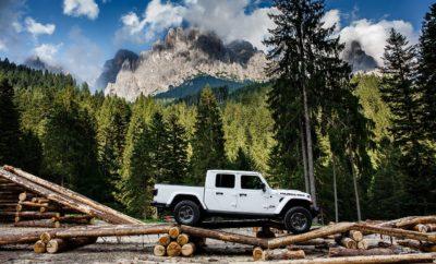 To Camp Jeep τη φετινή χρονιά θα πραγματοποιηθεί την περίοδο 12-14 Ιουλίου στο San Martino di Castrozza στην Ιταλία. Πρόκειται για τη μεγαλύτερη συνάντηση φίλων της Jeep στην Ευρώπη. Στα πλαίσια της εκδήλωσης οι επισκέπτες θα έχουν την ευκαιρία να δουν από κοντά για πρώτη φορά το νέο pick-up Gladiator που σηματοδοτεί την επιστροφή της εταιρείας στην κατηγορία μετά από 27 χρόνια. Παράλληλα η ειδική έκδοση του νέου Wrangler 1941 της Mopar και μια σειρά κλασσικών αυτοκινήτων της μάρκας θα δείξουν με τον καλύτερο τρόπο τις κορυφαίες δυνατότητες εξατομίκευσης που προσφέρουν τα μοντέλα της Jeep. Το κοινό θα έχει να τη δυνατότητα να δοκιμάσει τις εκτός δρόμου δυνατότητες των μοντέλων της μάρκας κάτω από την καθοδήγηση των εκπαιδευτών της Jeep Academy. To Camp Jeep® 2019, η μεγαλύτερη ετήσια εκδήλωση για τους φίλους της μάρκας, θα πραγματοποιηθεί την περίοδο 12-14 Ιουλίου στο San Martino di Castrozza στην περιοχή των Δολομιτών στην Ιταλία συγκεντρώνοντας περισσότερους από 1.600 φίλους της μάρκας και 800 οχήματα. Το 3ημερο πρόγραμμα αποτελεί μια γιορτή ελευθερίας, πάθους για περιπέτεια, αλλά και μια ευκαιρία για να ανακαλύψει το κοινό τις κορυφαίες εκτός δρόμου δυνατότητες των μοντέλων της μάρκας. Οι ειδικοί της Jeep σχεδίασαν διαδρομές συνολικού μήκους άνω των 40 χιλιομέτρων όπου οι οδηγοί με τη βοήθεια των εκπαιδευτών της Jeep Academy θα μπορέσουν να βελτιώσουν τις οδηγικές τους ικανότητες και να εκμεταλλευτούν το μέγιστο των δυνατοτήτων των οχημάτων τους. Παράλληλα το Camp Jeep αποτελεί μια ιδιαίτερα ευαισθητοποιημένη προς το περιβάλλον εκδήλωση, με τις κατασκευές του Camp να έχουν δημιουργηθεί με τη χρησιμοποίηση ξυλείας από τα δέντρα που κατέστρεψαν οι καταιγίδες που χτύπησαν τον περασμένο Οκτώβριο την περιοχή και χρειάζεται να απομακρυνθούν ώστε να αποκατασταθεί ο χώρος. Οι φίλοι της μάρκας από όλη την Ευρώπη θα έχουν την ευκαιρία στα πλαίσια της εκδήλωσης να ανακαλύψουν για πρώτη φορά το νέο pickup της Jeep, το Gladiator, με το οποίο η μάρκα επιστρέφει στην κατηγορία 