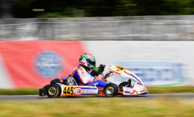Τους πρώτους του βαθμούς σε ένα από τα πιο ανταγωνιστικά εθνικά πρωταθλήματα karting της Ευρώπης, πανηγύρισε ο Κωνσταντίνος Κομνηνός! Ο οδηγός της Kaitatzis Racing κατέκτησε την 9η θέση στον τελικό της κατηγορίας X30 Senior, στο πλαίσιο του τρίτου γύρου του Ιταλικού πρωταθλήματος karting που έλαβε χώρα το Σαββατοκύριακο 6 και 7 Ιουλίου στην πίστα του Sarno. Ο 15χρονος ξεκίνησε το διήμερο του με την ψυχολογία στα ύψη μετά την νίκη που είχε πανηγυρίσει στην ίδια πίστα, στον αγώνα προετοιμασίας VEGA Trophy που είχε γίνει μία εβδομάδα νωρίτερα! Η 10η θέση στο group του στις χρονομετρημένες δοκιμές έδειξε με τον πιο εμφατικό τρόπο το επίπεδο του ανταγωνισμού στην κατηγορία X30 Senior του εν λόγω θεσμού, καθώς μόλις 2 δέκατα του δευτερολέπτου τον χώριζαν από την επίδοση της pole position! Στα σκέλη που ακολούθησαν, ο Κομνηνός είχε στο πρώτο την ατυχία να τεθεί πρόωρα εκτός μάχης, όμως στο δεύτερο και αποφασιστικό δεν υπήρξαν απρόοπτα και έτσι ο νεαρός οδηγός κατάφερε να ξεδιπλώσει το πλούσιο ταλέντο του. Στο πέσιμο της καρό σημαίας είχε καταφέρει να σκαρφαλώσει στη 10η θέση, κερδίζοντας έτσι απευθείας την πρόκριση στους δυο τελικούς. Η συνέχεια την Κυριακή είχε ακόμη πιο θετική εξέλιξη. Στον πρώτο τελικό εκκίνησε 27ος και έκλεισε με απολογισμό τριών κερδισμένων θέσεων, μετά από πολλές συναρπαστικές μάχες. Όμως στον δεύτερο τελικό ήταν που ο πρωταθλητής IAME Series Greece για το 2018 έκανε την πιο σπουδαία εμφάνιση του! Μετά από μια σειρά προσπεράσεων μέχρι κυριολεκτικά την τελευταία στροφή τόσο ο Κομνηνός όσο και ο προπονητής του Τάκης Καϊτατζής πήραν την ανταμοιβή της 9ης θέσης στην τελική κατάταξη και φυσικά τους πρώτους βαθμούς στη μόλις δεύτερη παρουσία του συνδυασμού σε αυτόν τον ιδιαίτερα ανταγωνιστικό θεσμό. Επόμενος σταθμός στο φετινό αγωνιστικό πρόγραμμα του Κωνσταντίνου Κομνηνού είναι ο τελικός του IAME Series Greece, το διήμερο 30 Αυγούστου – 1 Σεπτεμβρίου, με τη φιλοδοξία να εξασφαλίσει ένα από τα πολυπόθητα εισιτήρια για τον Παγκόσμιο Τελικό του Mans.