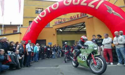Το πρώτο Σαββατοκύριακο του Σεπτεμβρίου, επιστρέφει η εκδήλωση Moto Guzzi Open House. Από την Παρασκευή 6 έως την Κυριακή 8 Σεπτεμβρίου, το εργοστάσιο στο Mandelo del Lario ανοίγει τις πόρτες του για το κοινό, έτοιμο να υποδεχτεί χιλιάδες επισκέπτες από όλο τον κόσμο. Το εργοστάσιο είναι η «φωλιά του αετού», η γενέτειρα όλων των μοτοσυκλετών Moto Guzzi που έχουν κυκλοφορήσει στους δρόμους σε όλο τον κόσμο από το 1921. Η εκδήλωση του 2018 άφησε μία ανεξίτηλη ανάμνηση, συντρίβοντας κάθε ρεκόρ με 30 χιλιάδες επισκέπτες. Ωστόσο, ακόμη μεγαλύτερη απόδειξη της αγάπης που συνδέει τους Guzzisti με τη μητρική εταιρεία αποτέλεσαν οι 15 χιλιάδες κόσμου που συμμετείχαν στην εκδήλωση το 2017, η οποία πραγματοποιήθηκε σε άσχημες καιρικές συνθήκες, μέσα σε έναν πραγματικό τυφώνα. Αυτές είναι ειλικρινείς μαρτυρίες μιας εξαιρετικής σχέσης που ενώνει τους γνήσιους μοτοσυκλετιστές με τη μάρκα και συνδέει άρρηκτα τη Moto Guzzi με τον τόπο της. Βασίλισσα της εκδήλωσης για το 2019 θα είναι η νέα Moto Guzzi V85 TT, η μοτοσυκλέτα παντός εδάφους που αποτέλεσε τη μεγάλη εμπορική επιτυχία της χρονιάς, δημιουργώντας νέους Guzzisti σε όλο τον κόσμο, η οποία αναμένεται να είναι το πιο περιζήτητο μοντέλο για test-ride. Όπως κάθε χρόνο, η Moto Guzzi έχει ετοιμάσει ένα πλούσιο πρόγραμμα δράσεων, που θα ξεδιπλωθεί γύρω από το Moto Guzzi Village. Η καρδιά του εργοστασίου θα χτυπά στους ρυθμούς της μουσικής και της ψυχαγωγίας, ενώ οι συμμετέχοντες θα μπορούν να εγγραφούν στα test-ride, για να δοκιμάσουν στους δρόμους που περιβάλλουν το Mandello όχι μόνο τη V85 TT αλλά όλα τα μοντέλα της γκάμας Moto Guzzi: από τις διαφορετικές εκδόσεις της V7 III, τις V9 Bobber και Roamer μέχρι τα επιβλητικά 1400άρια της οικογένειας California-Eldorado, συμπεριλαμβανομένης της ισχυρής MGX-21. Από το απόγευμα της Παρασκευής, 6 Σεπτεμβρίου, θα είναι ανοιχτό το κατάστημα Moto Guzzi, με όλα τα νέα είδη ένδυσης και merchandising, καθώς και το Mουσείο Moto Guzzi, το οποίο στεγάζει πάνω από 150 μοτοσυκλέτες που έχουν σημαδέψε