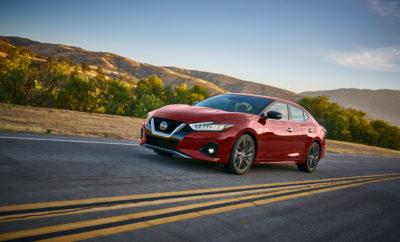 """Καθώς η Nissan προετοιμάζεται να λανσάρει το ολοκαίνουργιο, επανασχεδιασμένο compact sedan Versa 2020 την επόμενη εβδομάδα, η ναυαρχίδα της στην κατηγορία, το σεντάν Maxima, συνεχίζει να διατηρεί ισχυρή την παρουσία του στις έρευνες καταναλωτών της J.D. Power. Το Maxima ανακηρύχτηκε το κορυφαίο σε κατάταξη όχημα στην κατηγορία μεγάλων αυτοκινήτων της έρευνας J.D. Power 2019 U.S. Automotive Performance, Execution και Layout (APEAL), για δεύτερη συνεχή χρονιά. Το συγκεκριμένο βραβείο έρχεται σε συνέχεια της κορυφαίας κατάταξης του Maxima στην κατηγορία των μεγάλων αυτοκινήτων, σύμφωνα με την Μελέτη Αρχικής Ποιότητας (IQS) του 2019, καθιστώντας το ως ένα από τα μόνο επτά οχήματα που έχουν κερδίσει φέτος και τα δύο βραβεία. Η ισχύς των Nissan στα sedans ενισχύεται και με το Nissan Altima, το οποίο συμπεριελήφθη στα καλύτερα μεσαία αυτοκίνητα, μαζί με δύο ακόμα οχήματα, στην έρευνα APEAL του 2019. Με ένα ανανεωμένο Maxima, το ολοκαίνουργιο Altima και το επερχόμενο ολοκαίνουργιο Versa, η Nissan θα έχει μία ολόφρεσκη γκάμα sedan. Αξίζει να σημειωθεί ότι ακόμα τρία μοντέλα της Nissan για το 2019, τα Armada, Murano και TITAN, παρουσίασαν καλύτερη απόδοση από τον μέσο όρο στην έρευνα APEAL, στις αντίστοιχες κατηγορίες τους. Στα βραβεία IQS του 2019, το ΤΙΤΑΝ κατατάχθηκε όχι μόνο ως το καλύτερο σε επιδόσεις όχημα στην κατηγορία """"Large Light Duty Pickup"""" με 66 προβλήματα ανά εκατό οχήματα (PPH), αλλά ήταν και το έβδομο στην λίστα με τα λιγότερα συνολικά προβλήματα μεταξύ των 257 οχημάτων της έρευνας. Η APEAL, είναι μία έρευνα που διεξάγεται τα τελευταία 24 χρόνια από την J.D. Power και δείχνει την ικανοποίηση των αγοραστών στις ΗΠΑ από το αυτοκίνητο που επέλεξαν σε μια κλίμακα 1000 μονάδων, αξιολογώντας 77 χαρακτηριστικά του οχήματος."""