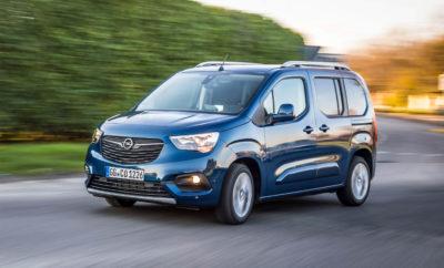 "Ισχύς: Βενζινοκινητήρας Euro 6d με 96kW (130hp) και μέγιστη ροπή 230Nm Άνεση: 8-τάχυτο αυτόματο κιβώτιο με ομαλή λειτουργία για κινητήρες diesel & βενζίνης Ασφάλεια: εκτενής γκάμα προηγμένων συστημάτων υποστήριξης οδήγησης στο βασικό εξοπλισμό Φίλος της οικογένειας και ήρωας της καθημερινότητας, το Opel Combo Life είναι τώρα ακόμα πιο ευέλικτο και ελκυστικό. Το πολυχρηστικό όχημα δραστηριοτήτων ελεύθερου χρόνου διατίθεται τώρα με ένα νέο, κορυφαίο βενζινοκινητήρα που συνδυάζεται με 8-τάχυτο αυτόματο κιβώτιο και Start/Stop. Ο κινητήρας 1.2 Direct Injection Turbo 96kW (130 hp) (κατανάλωση καυσίμου NEDC1: στην πόλη 6,3-6,1 l/100km, εκτός πόλης 5,1- 4,9 l/100km, μικτός κύκλος 5,6-5,3 l/100km, 127-121 g/km CO2) ήδη συμμορφώνεται με το πρότυπο Euro 6d και πλαισιώνει την υπάρχουσα γκάμα μηχανικών συνόλων βενζίνης και diesel (κατανάλωση καυσίμου NEDC1: στην πόλη 6,6-4,5 l/100km, εκτός πόλης 5,1-4,0 l/100km, μικτός κύκλος 5,7-4,2 l/100km, 130-110 g/km CO2). Οι τιμές για το Opel Combo Life με αυτόν τον κινητήρα στην έκδοση Edition ξεκινούν από 27.200€ (προτεινόμενη λιανική τιμή με ΦΠΑ στη Γερμανία). Εκτός από τον κορυφαίο βενζινοκινητήρα και το οκτατάχυτο αυτόματο κιβώτιο, στάνταρ χαρακτηριστικά όπως το ρυθμιζόμενο κάθισμα οδηγού έξι σταδίων, με οσφυϊκή υποστήριξη και υποβραχιόνιο, θερμαινόμενο δερμάτινο τιμόνι με χειριστήρια, ηλεκτρικά παράθυρα μπροστά και σύστημα κλιματισμού (A/C) αυξάνουν την άνεση. Για κορυφαία συνδεσιμότητα, διατίθεται το συμβατό με Apple CarPlay και Android Auto multimedia radio με έγχρωμη οθόνη αφής 8"". Επιπλέον, προηγμένα συστήματα υποστήριξης οδηγού καθιστούν την οδήγηση ακόμα πιο ξεκούραστη. Η εκτεταμένη γκάμα στάνταρ εξοπλισμού περιλαμβάνει συστήματα όπως αυτόματο cruise control και περιοριστή ταχύτητας, Σύστημα Αναγνώρισης Επικείμενης Σύγκρουσης (Front Collision Warning) με αυτόματο φρενάρισμα έκτακτης ανάγκης και ανίχνευση πεζού, Σύστημα Υποβοήθησης Εκκίνησης σε Ανηφόρα (Hill Start Assist), Σύστημα Διατήρησης Λωρίδας Κυκλοφορίας (Lane Keep Assist"