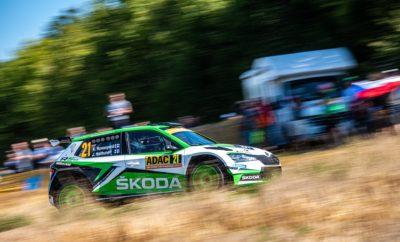 • H νέα SKODA Fabia R5 evo αποδεικνύει τη δυναμική της και στην άσφαλτο της Γερμανίας • Πέμπτη νίκη στη σειρά, αυτή τη φορά στο Ράλι Γερμανίας, δέκατο γύρο του Παγκοσμίου Πρωταθλήματος Ράλι (WRC) • Οι Jan Kopecky – Pavel Dresler, περυσινοί νικητές του αγώνα, επανέλαβαν την επιτυχία τους κατακτώντας την 1η θέση τόσο στην WRC 2 όσο και στην κλάση RC2 • Οι Kalle Rovanperä - Jonne Halttunen περιορίστηκαν στην 3η θέση της κατάταξης, αλλά οι βαθμοί που πήραν ήταν αρκετοί για παραμείνουν στην κορυφή και να αυξήσουν την διαφορά τους στη βαθμολογία στο θεσμό FIA WRC 2 Pro • Οι Γερμανοί Fabian Kreim και Marijan Greibel, αμφότεροι με Skoda Fabia R5 evo, τερμάτισαν πίσω από τους Kopecky – Dresler στην RC2, ολοκληρώνοντας ένα βάθρο στην κλάση αυτή αποκλειστικά από αυτοκίνητα SKODA Πέμπτη νίκη στην σειρά για τη νέα SKODA Fabia R5 evo, αυτή τη φορά στο απαιτητικό και σκληρό Ράλι Γερμανίας. Το μόνο που άλλαξε σε σχέση με τους προηγούμενους αγώνες αφ' ενός ήταν η επιφάνεια, καθώς όλες Ειδικές Διαδρομές στη Γερμανία είναι παραδοσιακά ασφάλτινες, αφ' ετέρου το πλήρωμα, με τους Τσέχους Jan Kopecky - Pavel Dresler να ανεβαίνουν στο ψηλότερο σκαλί του βάθρου στη WRC 2 Pro. Το αποτέλεσμα αυτό ήταν και εκείνο το οποίο έδωσε στη SKODA Motorsport τη δυνατότητα να αυξήσει την διαφορά της στη βαθμολογία κατασκευαστών του θεσμού, κάνοντας ένα σημαντικό βήμα για την κατάκτηση του τίτλου με πέντε αγώνες ακόμα να υπολείπονται. Το επίσης εργοστασιακό πλήρωμα Kalle Rovanperä - Jonne Halttunen με τη δεύτερη SKODA Fabia R5 evo, ξεκίνησαν ιδανικά, κερδίζοντας Ειδικές Διαδρομές και περνώντας στην πρωτοπορία του αγώνα. Όμως το Ράλι Γερμανίας δεν είναι εύκολη υπόθεση και ο 18χρονος Φινλανδός βγήκε στο δεύτερο σκέλος δύο φορές από το δρόμο, χάνοντας συνολικά πάνω από 4 λεπτά. Αλλά αφενός στάθηκε τυχερός γιατί δε χρειάστηκε να εγκαταλείψει και αφετέρου έδειξε στη συνέχεια εμφανή δείγματα βελτίωσής του στα ασφάλτινα οδοστρώματα, στα οποία έχει μικρή εμπειρία, κάνοντας κορυφαίους χρόνους, για να τερματίσει τε