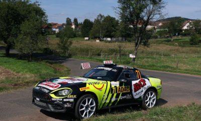 Για 2η συνεχόμενη χρονιά το Abarth 124 rally κατακτά το FIA R-GT Cup. Οι Ιταλοί Enrico Brazzoli - Manuel Fenoli οδήγησαν σε αυτή την επιτυχία την Abarth επικρατώντας στα Ράλι Montecarlo, Tour de Corse και Sanremo. Έναν αγώνα πριν το τέλος του πρωταθλήματος, τρία 124 rally βρίσκονται στις τρεις πρώτες θέσεις του FIA R-GT Cup. Σε λίγο περισσότερο από 2 χρόνια το Spider της Abarth κατέκτησε περισσότερες από 80 νίκες στην κατηγορία του. Για 2η συνεχόμενη χρονιά το Abarth 124 rally κατέκτησε το FIA R-GT Cup, το διεθνή θεσμό που περιλαμβάνει συνολικά 8 αγώνες, 3 εκ των οποίων βρίσκονται και στο πρόγραμμα του WRC. Ο τερματισμός του Ράλι Γερμανίας, 7ου αγώνα του FIA R-GT Cup, βρήκε τους Ιταλούς Enrico Brazzoli και Manuel Fenoli να κατακτούν με το Abarth 124 rally και μαθηματικά τον τίτλο, επαναλαμβάνοντας την επιτυχία των Γάλλων Raphael Astier και Frédéric Vauclare που αναδείχτηκαν πρωταθλητές το 2018. Στον αγώνα της Γερμανίας οι Brazzoli και Fenoli αναγκάστηκαν να εγκαταλείψουν από μία έξοδο που είχαν, αλλά κατάφεραν να κατακτήσουν το πρωτάθλημα μετά τις επιτυχίες στα Ράλι Montecarlo, Tour de Corse και Sanremo. Τρείς δύσκολοι αγώνες, ο καθένας με τις ιδιαιτερότητες του, που ανέδειξαν τα χαρακτηριστικά απόδοσης και αξιοπιστίας του 124 rally. Πριν τον τελευταίο αγώνα της χρονιάς, το Rallye du Valais στην Ελβετία (16-19 Οκτωβρίου), τρείς οδηγοί με Abarth 124 rally βρίσκονται στις τρεις πρώτες θέσεις του θεσμού. Μετά τον Brazzoli ακολουθεί ο Πολωνός Dariusz Polonski -που επικράτησε στο πρόσφατο Roma Capitale rally- και ο Zelindo Melegari. Επίσης την 5η θέση μοιράζονται δύο ακόμα οδηγοί με Abarth 124 rally, οι Andrea Nucita και Alberto Sassi. «Γνωρίζαμε ότι ο αγώνας στη Γερμανία θα ήταν δύσκολος. Παρά την εγκατάλειψη μας είμαστε χαρούμενοι για τη συνολική μας παρουσία τη φετινή χρονιά. Η κατάκτηση του πρωταθλήματος FIA R-GT αποτελεί μια τεράστια επιτυχία και το ότι οδηγούσαμε ένα Ιταλικό αυτοκίνητο μας δίνει ακόμα μεγαλύτερη ευχαρίστηση.» Enrico Brazzoli - Abarth 124 rally (Tea