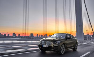 Το stand της BMW στο Διεθνές Σαλόνι Αυτοκινήτου της Φρανκφούρτης (IAA) 2019 επικεντρώνεται στην οδηγική απόλαυση του μέλλοντος. Παράλληλα με τα νέα μοντέλα σε όλες τις κατηγορίες στο πλαίσιο της συνεχιζόμενης προϊοντικής της επέλασης, η BMW παρουσιάζει επίσης συναρπαστικά πρωτότυπα και πρωτοποριακές τεχνολογίες που θα επηρεάσουν σημαντικά τη μελλοντική ατομική μετακίνηση. Τα νέα προϊόντα αντανακλούν αφενός την τρομερή ποικιλία των μοντέλων αφετέρου την καινοτόμα δύναμη της μάρκας σε δραστηριότητες που εμπίπτουν στο πλαίσιο της στρατηγικής NUMBER ONE > NEXT και είναι γνωστές από το αρκτικόλεξο D+ACES (Design, Automated driving, Connectivity, Electrification & Services – Σχεδίαση, Αυτοματοποιημένη οδήγηση, Συνδεσιμότητα, Εξηλεκτρισμός & Υπηρεσίες). Αποτέλεσμα της μεγαλύτερης προϊοντικής επέλασης στην ιστορία της εταιρίας ήταν ότι το BMW Group πούλησε το διάστημα Ιανουαρίου - Ιουνίου 2019 σε όλο τον κόσμο περισσότερα αυτοκίνητα από ποτέ, για πρώτο εξάμηνο οικονομικού έτους. Το BMW Group εξακολουθεί να είναι ο πιο επιτυχημένος προμηθευτής πολυτελών αυτοκινήτων και μπορεί να προσφέρει σε πελάτες σε περισσότερες από 160 χώρες τη σωστή γκάμα μοντέλων, που πληρούν κάθε είδους νομικούς όρους, τεχνικές απαιτήσεις και ατομικές προτιμήσεις. Εκτός από μία ευέλικτη στρατηγική μάρκετινγκ και ένα ποικίλο προϊοντικό portfolio, κάτι τέτοιο απαιτεί και μεγάλο εύρος τεχνολογιών κίνησης με πολύ αποδοτικούς κινητήρες βενζίνης και diesel, πλήρως ηλεκτρικά συστήματα κίνησης και plug-in υβριδικά συστήματα. Το BMW Group έχει αποκτήσει σαφές πλεονέκτημα έναντι του ανταγωνισμού, χρησιμοποιώντας ευέλικτες αρχιτεκτονικές οχημάτων που θα επιτρέπουν σε οποιοδήποτε μοντέλο να κατασκευάζεται γρήγορα με διαφορετικές τεχνολογίες κίνησης, ανάλογα με τη ζήτηση. Αυτή η υψηλού επιπέδου πελατοκεντρική ευελιξία αποτυπώνεται εντυπωσιακά στο παγκοσμίως επιτυχημένο BMW X3 Sports Activity Vehicle, το οποίο θα διατίθεται με συμβατικούς κινητήρες, ένα plug-in υβριδικό σύστημα ή αμιγή ηλεκτροκίνηση από του χρόνου.