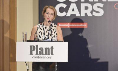 Ηλεκτροκίνηση, αυτονομία και κοινή χρήση αποτελούν τα τρία χαρακτηριστικά που συνθέτουν το μέλλον της αυτοκίνησης. Σε αυτό το πλαίσιο, ολοκληρώθηκε με εξαιρετική επιτυχία το 3ο Connected Cars Conference την Τετάρτη 18 Σεπτεμβρίου 2019 στην Αίγλη Ζαππείου. Περισσότερα από 150 υψηλόβαθμα στελέχη συμμετείχαν στο συνέδριο, όπου παρουσιάστηκαν οι τάσεις και οι προοπτικές των Connected Cars κι αναδείχθηκαν, μεταξύ άλλων, επίκαιρα θέματα και όλες οι επερχόμενες εξελίξεις (στο τεχνολογικό και θεσμικό πλαίσιο) στο διεθνές περιβάλλον και στην Ελλάδα για τους κλάδους αυτοκινήτων, αυτοκινητοδρόμων, τηλεπικοινωνιών και ασφαλίσεων. Καθοριστικές υπήρξαν οι τοποθετήσεις των Keynote Speakers: Erik Jonnaert, Secretary General European Automobile Manufacturers' Association (ACEA), ο οποίος μίλησε για τις προκλήσεις και τις ευκαιρίες που αντιμετωπίζει η ευρωπαϊκή αυτοκινητοβιομηχανία στο πλαίσιο της μετάβασης σε οχήματα, τα οποία «συνδέονται» όλο και περισσότερο ενώ εκπέμπουν χαμηλότερoυς ρύπους, αλλά και του Jose Luis Criado-Pérez, Independent Consultant in Fleets and Mobility, ο οποίος «ταξίδεψε» το κοινό του συνεδρίου στον νέο κόσμο, όπου το αυτοκίνητο αρχίζει να υπάρχει ως υπηρεσία και όχι ως ιδιοκτησία. Η Θεσμική Εκπρόσωπος Αλεξάνδρα Σδούκου, Γενική Γραμματέας Ενέργειας και Ορυκτών Πρώτων Υλών στο Υπουργείο Περιβάλλοντος & Ενέργειας, ανέλυσε εις βάθος το πώς διαμορφώνεται το θεσμικό πλαίσιο για την ανάπτυξη της ηλεκτροκίνησης στη χώρα μας, ενώ ο Γεώργιος Βασιλάκης, Πρόεδρος του Συνδέσμου Εισαγωγέων Αντιπροσώπων Αυτοκινήτων και Δικύκλων, παρουσίασε τις ενέργειες που θα κάνουν την ουσιαστική διαφορά στην κινητοποίηση ιδιωτών και εταιρειών ως προς την ανανέωση του στόλου τους. Τέλος, ο Καθηγητής Γιώργος Γιαννής, Διευθυντής του Τομέα Μεταφορών και Συγκοινωνιακής Υποδομής στο Εθνικό Μετσόβιο Πολυτεχνείο, εξήγησε το πώς η τηλεματική και τα δεδομένα ευρείας κλίμακας μπορούν να επηρεάσουν την οδική ασφάλεια. Στο www.connectedcars.gr μπορείτε να βρείτε φωτογραφίες από τη διοργάνωση και να 
