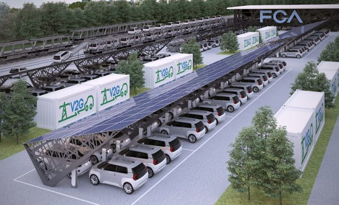 Η FCA σε συνεργασία με την Terna εγκαινιάζουν ένα νέο ερευνητικό κέντρο στο Τορίνο για την εξέλιξη των υπηρεσιών V2G (Vehicle-to-Grid). Οι δοκιμές των νέων υπηρεσιών θα ξεκινήσουν άμεσα. Ο Luigi Ferraris, CEO της Terna, εταιρείας που διαχειρίζεται το δίκτυο διανομής ηλεκτρικής ενέργειας στην Ιταλία και ο CEO της FCA για την περιοχή ΕΜΕΑ, Pietro Gorlier, υπέγραψαν ένα Μνημόνιο Κατανόησης για τη συνεργασία των δύο ομίλων στην έρευνα των υπηρεσιών που αφορούν στα δίκτυα V2G, τα οποία επιτρέπουν τη σύνδεση των ηλεκτρικών και υβριδικών οχημάτων στο κεντρικό δίκτυο διανομής ηλεκτρικής ενέργειας. Η συνεργασία περιλαμβάνει τη κατασκευή ενός πρωτοποριακού εργαστηρίου στο Τορίνο με την ονομασία E-mobilityLab, το οποίο θα επιτρέψει την πραγματοποίηση δοκιμών σχετικών με τις δυνατότητες των ηλεκτρικών οχημάτων να ενταχθούν στα συστήματα V2G και τις σχετικές υπηρεσίες που θα πρέπει να αναπτυχθούν ώστε να γίνει δυνατή η αποδοτική ανταλλαγή ενέργειας ανάμεσα στα οχήματα και το κεντρικό δίκτυο διανομής. Στην έρευνα θα συμμετέχει ένας στόλος ηλεκτρικών οχημάτων, ενώ θα δημιουργηθεί μία περιοχή V2G και μέσα στο βιομηχανικό συγκρότημα Mirafiori της FCA. Όταν τα οχήματα είναι συνδεδεμένα στο σύστημα θα ανταλλάσουν ενέργεια ανάλογα με τις απαιτήσεις ώστε να διασφαλίζουν τη βέλτιστη χρησιμοποίηση της ηλεκτρικής ενέργειας. Η παροχή ηλεκτρισμού στο δίκτυο από τα οχήματα θα βοηθήσει στη σταθεροποίηση του συστήματος και παράλληλα θα μειώσει το συνολικό κόστος χρήσης του αυτοκινήτου. «Αυτή η συμφωνία επιβεβαιώνει το κεντρικό ρόλο της Terna στην έρευνα νέων τεχνολογιών. Η συνεργασία με έναν κορυφαίο όμιλο, όπως είναι αυτός της FCA, μας επιτρέπει να μοιραστούμε τη γνώση μας και να προχωρήσουμε σε ένα νέο, πιο αποδοτικό, πιο ασφαλές και φιλικό προς το περιβάλλον δίκτυο διανομής ηλεκτρικής ενέργειας», δήλωσε ο CEO της Terna, κ. Luigi Ferraris. Από την πλευρά του ο CEO του ομίλου FCA για την περιοχή ΕΜΕΑ, κ. Pietro Gorlier, δήλωσε: «Αυτή η συνεργασία με την Terna έρχεται να πλαισιώσει μια σειρά νέ