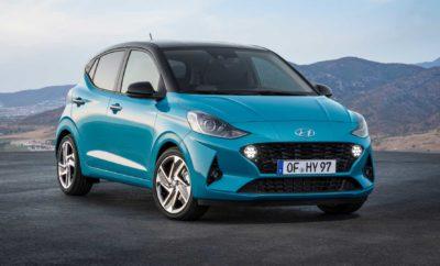 """Το δημοφιλέστερο αυτοκίνητο της κατηγορίας με μεγαλύτερους χώρους, ασφάλεια και τεχνολογίες! • Το ολοκαίνουργιο Hyundai i10 διαθέτει νέο δυναμικό σχεδιασμό που απεικονίζει τον άνετο και επιθετικό χαρακτήρα του • Η ολική ανασχεδίαση του αμαξώματος αναβαθμίζει τους χώρους επιβατών του νέου i10 σε κατηγορία B («σουπερ-μίνι») • Προσφέρει το ολοκληρωμένο πακέτο συνδεσιμότητας και ασφάλειας SmartSense της Hyundai • Στο Διεθνές Σαλόνι Αυτοκινήτου της Φρανκφούρτης, η Hyundai θα παρουσιάσει επίσης το ολοκαίνουργιο i10 N Line, το τέταρτο μοντέλο της εταιρείας που θα είναι εξοπλισμένο με τα χαρακτηριστικά της σειράς N Line Η Hyundai Motor έδωσε στη δημοσιότητα τις πρώτες εικόνες του ολοκαίνουργιου i10 κατά τη διάρκεια της Παγκόσμιας Πρεμιέρας του στο Διεθνές Σαλόνι Αυτοκινήτου της Φρανκφούρτης (IAA) του 2019. Το νεότερο μοντέλο στην i-range της εταιρείας διαθέτει νέο δυναμικό σχεδιασμό, ολοκληρωμένο πακέτο συνδεσιμότητας καθώς και προηγμένα συστήματα ασφαλείας. Από την πρώτη του εμφάνιση το 2008, το i10 αποτελεί ένα επιτυχημένο μοντέλο για τη Hyundai στην Ευρώπη. Όπως και η προηγούμενη γενιά του μοντέλου έτσι και το ολοκαίνουργιο i10 σχεδιάστηκε, εξελίχθηκε και κατασκευάστηκε στην Ευρώπη. Η εξωτερική του σχεδίαση αναδεικνύει το νεανικό του χαρακτήρα, εξασφαλίζοντας ταυτόχρονα εξαιρετική άνεση, ώστε να υποστηρίξει όλους τους χρήστες στις καθημερινές τους δραστηριότητες. Σε συνδυασμό με ένα από τα πιο ολοκληρωμένα πακέτα ασφαλείας που προσφέρονται στην κατηγορία του, το νέο Hyundai i10 προσφέρει ένα πλήρες πακέτο. """"Το i10 υπήρξε σταθερά ένας από τους ηγέτες των πωλήσεων μας και η ιστορική βάση ανάπτυξης της Hyundai στην Ευρώπη. Δεσμευόμαστε απέναντι στους πελάτες μας που αναζητούν ένα αυτοκίνητο της μικρής κατηγορίας εισάγοντας αυτό το ολοκαίνουργιο μοντέλο"""" δήλωσε ο κ. Andreas-Christoph Hofmann, Vice President Marketing και Product της Hyundai Motor Europe. """"Το ολοκαίνουργιο Hyundai i10 είναι το πιο πρόσφατο δείγμα της φιλοσοφίας μας να κάνουμε τις νέες τεχνολογίες προσιτές σε """