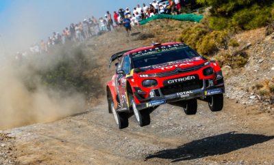 """Στο Ράλι Τουρκίας, τον 11ο γύρο του Παγκοσμίου Πρωταθλήματος WRC ο 6 φορές Παγκόσμιος Πρωταθλητής, Sebastien Ogier με συνοδηγό τον Julien Ingrassia, ήταν οι μεγάλοι νικητές και ανέβηκαν στο υψηλότερο σκαλοπάτι του βάθρου! Η νίκη αυτή ήταν μια αμιγώς Γαλλική υπόθεση! Ο Γάλλος οδηγός με την καθοδήγηση του συνοδηγού του, κινήθηκε ταχύτατα στο δύσκολο και απαιτητικό τερέν του αγώνα και κατέκτησε μια νίκη ιδιαίτερα σημαντική για την """"κούρσα"""" του Πρωταθλήματος. Ο μόνος που κινήθηκε σε ανάλογα γρήγορο ρυθμό, ήταν ο Φινλανδός ομόσταυλος Esapekka Lappi με το συνοδηγό του Janne Ferm και το έτερο Citroen C3 WRC, αποδεικνύοντας την ταχύτητα και την αξιοπιστία του αυτοκινήτου στα σκληροτράχηλα εδάφη. Έτσι οι οδηγοί της Citroen έκαναν το 1 – 2! Τα πληρώματα της Citroen Racing Team όπως όλα δείχνουν, ωφελήθηκαν ιδιαίτερα από τις δοκιμές εξέλιξης που έκαναν το καλοκαίρι και συγκεκριμένα στα τέλη Αυγούστου στα ελληνικά βουνά, με την αμέριστη συμπαράσταση της Ελληνικής Αντιπροσωπείας του Ομίλου Συγγελίδη. Κατά τη διαμονή τους στην Ελλάδα, η αγωνιστική ομάδα της Citroen με τους οδηγούς της σε πλήρη παράταξη, έκανε προετοιμασία για τους αγώνες της Τουρκίας και της Καταλονίας (25 – 27 Οκτωβρίου), καθώς οι συνθήκες και η κατάσταση των ειδικών διαδρομών, προσομοιώνονται με επιτυχία!"""