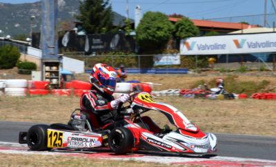 Σε πανηγυρικό κλίμα ολοκληρώθηκε η δεύτερη σεζόν του IAME Series Greece, με το «σπίτι» του θεσμού, το Kartodromo, να φιλοξενεί τον τέταρτο και τελευταίο γύρο του 2019! Συνολικά 29 αγωνιζόμενοι έδωσαν συναρπαστικές μάχες, με στόχο τη νίκη και τον τίτλο στις επί μέρους κατηγορίες, καθώς και τα εισιτήρια πρόκρισης στους Παγκοσμίους Τελικούς του IAME Series που θα διεξαχθούν στην πίστα karting Le Mans στη Γαλλία. Και στις τέσσερις κατηγορίες του αγώνα που συνδιοργανώθηκε από τα αθλητικά σωματεία «Artemis Auto Club» και «Α.Λ.Α.», είχαμε ενδιαφέρουσες μονομαχίες, που χάρισαν θέαμα και συγκινήσεις σε όσους βρέθηκαν στην πίστα των Αφιδνών. Στην κατηγορία X30 MINI (8-12 ετών) ο Βαγγέλης Ντεντόπουλος (Athens Kart Shop, Tecno) επικράτησε ανάμεσα στους έντεκα συμμετέχοντες, σφραγίζοντας και την πρώτη θέση στην τελική βαθμολογία φτάνοντας τους 151 πόντους, έναντι 118 του αδερφού του Γιώργου. Στο κύκνειο άσμα για τη χρονιά, τον ακολούθησε ο Νικόλας Φραγκάκης (Kaitatzis Racing, Tony Kart) που παράλληλα ήταν νικητής στην Κλάση MINI Β και κατά συνέπεια επαθλούχος. Τρίτος τερμάτισε στον Τελικό ο Βασίλης Μαλαμής (SpeedForce, Exprit). Στην X30 JUNIOR (12-14 ετών) ο Στυλιανός Πετρίσης (Galaxy Motorsports, Parolin) έκλεισε με στιλ μία σεζόν όπου επικράτησε σε 11 από τα 12 σκέλη, κατακτώντας με διαφορά τον τίτλο. Στο βάθρο τον πλαισίωσαν οι Μάριος Αγγελόπουλος (SpeedForce, Exprit) και Αλέξανδρος Παπαευθυμίου (Maitos Kosmic Kart Racing, Kosmic). Όσο για την τελική βαθμολογία της κατηγορίας, εκεί την πρώτη τριάδα συμπλήρωσαν οι Γιάννης Ντάφος (Praga Zahos Karting, Praga) και Νίκος Λύκος (PRT Motorsport, Tony Kart). Στην X30 SENIOR (από 14 ετών), στο ψηλότερο σκαλί του βάθρου ανέβηκε ο Xavier Handsaeme (Kaitatzis Racing, Tony Kart) με δεύτερο τον Ερμάντο Κεραμά (PRT Motorsport, Tony Kart) και τρίτο τον Στράτο Γαλανόπουλο (Chatzis Racing Team, FA). Ωστόσο, στην τελική βαθμολογία είναι το όνομα του Κωνσταντίνου Κομνηνού (Kaitatzis Racing, Tony Kart) αυτό που βρίσκεται στην κορυφή, με δεύτερο τ