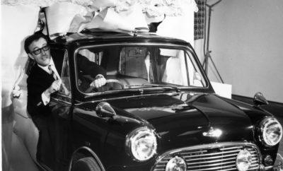 Το έχει οδηγήσει ο John Lennon, όπως και ο Peter Sellers στις ξεκαρδιστικές κωμωδίες του του Επιθεωρητή Κλουζώ, ακόμα και η Βασίλισσα εθεάθη κάποτε μέσα στο αυτοκίνητο, στο πάρκο του Windsor Castle. Αμέτρητες διασημότητες ενέδωσαν στη γοητεία του κλασικού Mini, που παρουσιάστηκε για πρώτη φορά ενώπιον του κοινού πριν από 60 χρόνια. Η ιδιαίτερη σχεδίαση, η εκπληκτική ευρυχωρία και η ευελιξία του αυτοκινήτου στο δρόμο, ήταν παράγοντες αποφασιστικής σημασίας για την αποδοχή του επαναστατικού, μικρού μοντέλου στους κύκλους της υψηλής κοινωνίας από την πρώτη στιγμή – κυρίως στην πατρίδα του, τη Μ. Βρετανία. Αποκλειστικές φωτογραφίες απεικονίζουν πολλές διασημότητες από τον κόσμο της μουσικής, του κινηματογράφου και της μόδας να επιλέγουν το κλασικό Mini ως το αγαπημένο τους μέσο μεταφοράς, αναδεικνύοντάς το σε icon της εποχής. Με στόχο την προβολή της 60ής επετείου της μάρκας, η MINI τιμά αυτά τα ένδοξα πρώτα χρόνια με κάποια εξαιρετικά, ειδικά μοντέλα. Μετά την έκδοση MINI 60 Years των 3θυρων και 5θυρων MINI, το κλασικό Mini έρχεται για μία ακόμα φορά στο προσκήνιο. Μία μοναδική, επιμελώς αναπαλαιωμένη, one-off έκδοση στο χρωματιστό, ριγέ ντιζάιν της τρέχουσας MINI 60 Years Lifestyle Collection αναβιώνει την αίσθηση και το τολμηρό lifestyle των 60s. Ακόμα και μετά το επαναλανσάρισμα της μάρκας το 2001, διασημότητες από όλο τον κόσμο έσπευσαν να απολαύσουν τη διασκεδαστική οδήγηση που προσφέρει το σύγχρονο MINI, το οποίο ακολούθησε σταθερά τα βήματα του κλασικού προκατόχου του. Ως το πρώτο compact αυτοκίνητο της πολυτελούς κατηγορίας, το MINI δημιούργησε την 'τάση' από την πρώτη στιγμή. Η αντισυμβατική φιλοσοφία του έχει εμπνεύσει κινηματογραφικούς παραγωγούς, σχεδιαστές μόδας και άλλους καλλιτέχνες. Με μία τεράστια δημοτικότητα και σαφή ροπή προς τη χλιδή και την υπέρτατη διασκεδαστική οδήγηση, το MINI έκανε αρκετές εμφανίσεις σε Χολιγουντιανές κινηματογραφικές παραγωγές και κατέκτησε μία θέση στους ιδιωτικούς στόλους μεγάλου αριθμού εκπροσώπων της showbiz. Ο Λόρδος Sno